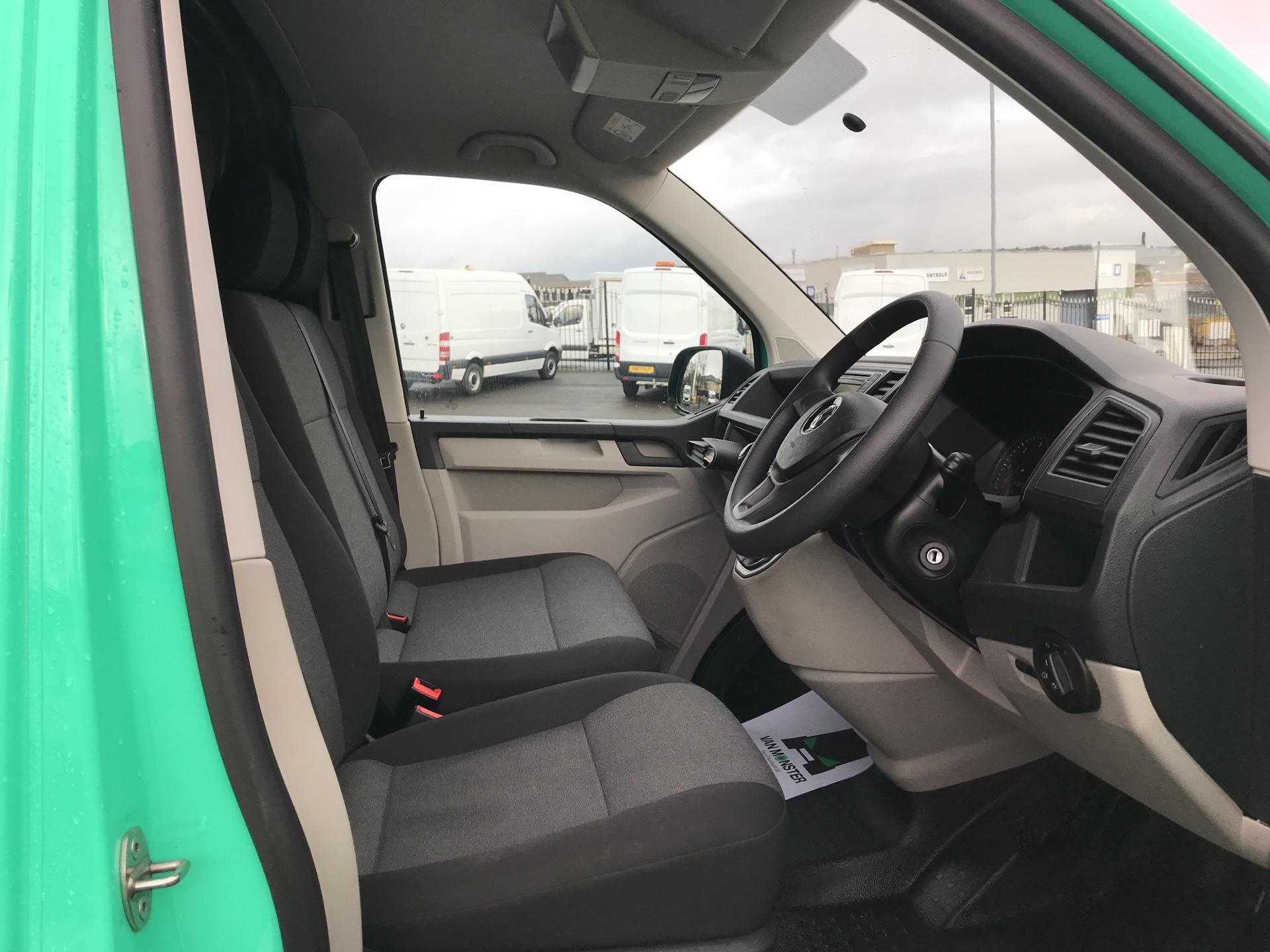 2017 Volkswagen Transporter T28 LWB DIESEL 2.0 TDI BMT 84 STARTLINE VAN EURO 6 (SB67FPC) Image 9
