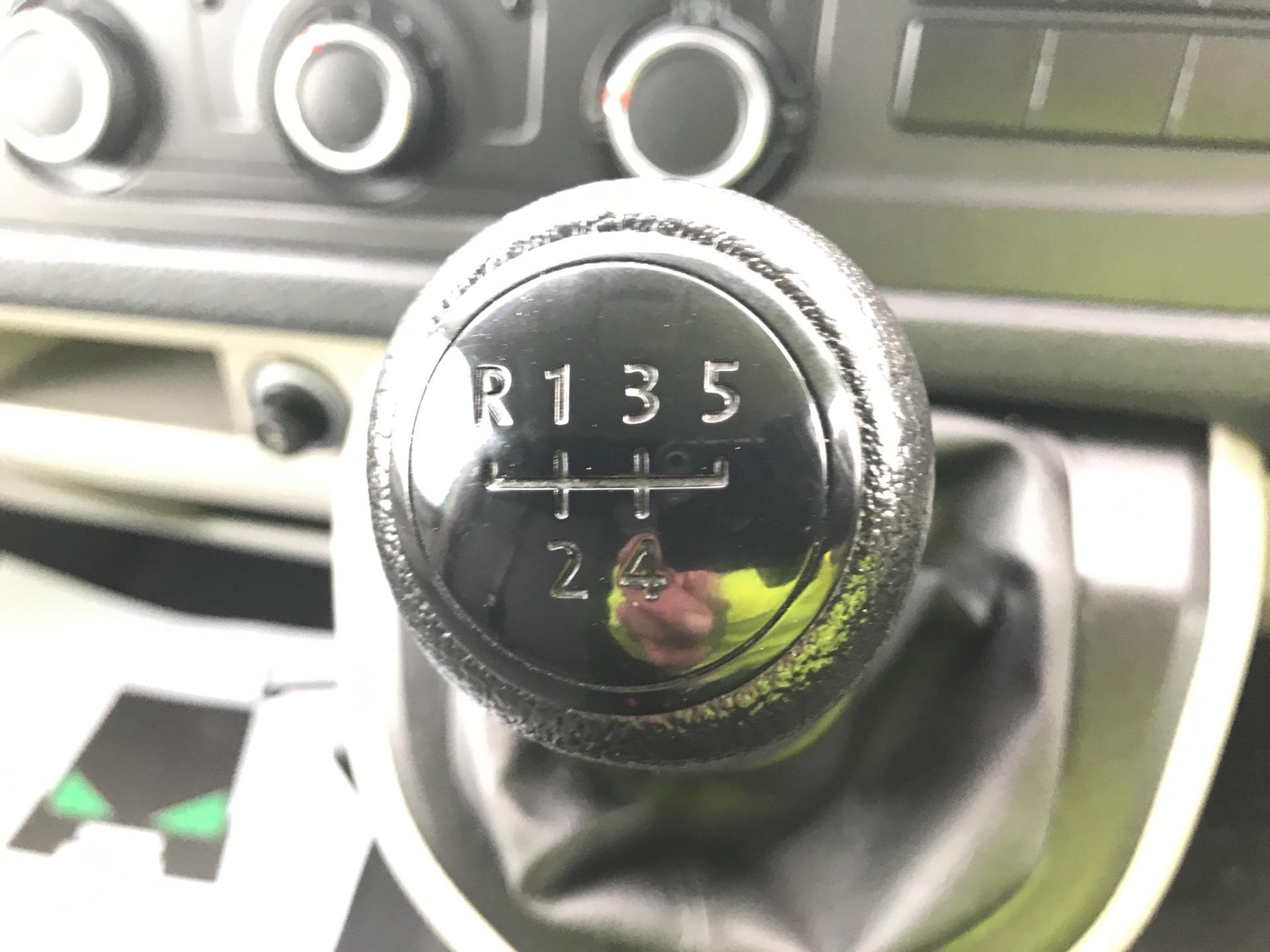 2017 Volkswagen Transporter T28 LWB DIESEL 2.0 TDI BMT 84 STARTLINE VAN EURO 6 (SB67FPC) Image 11