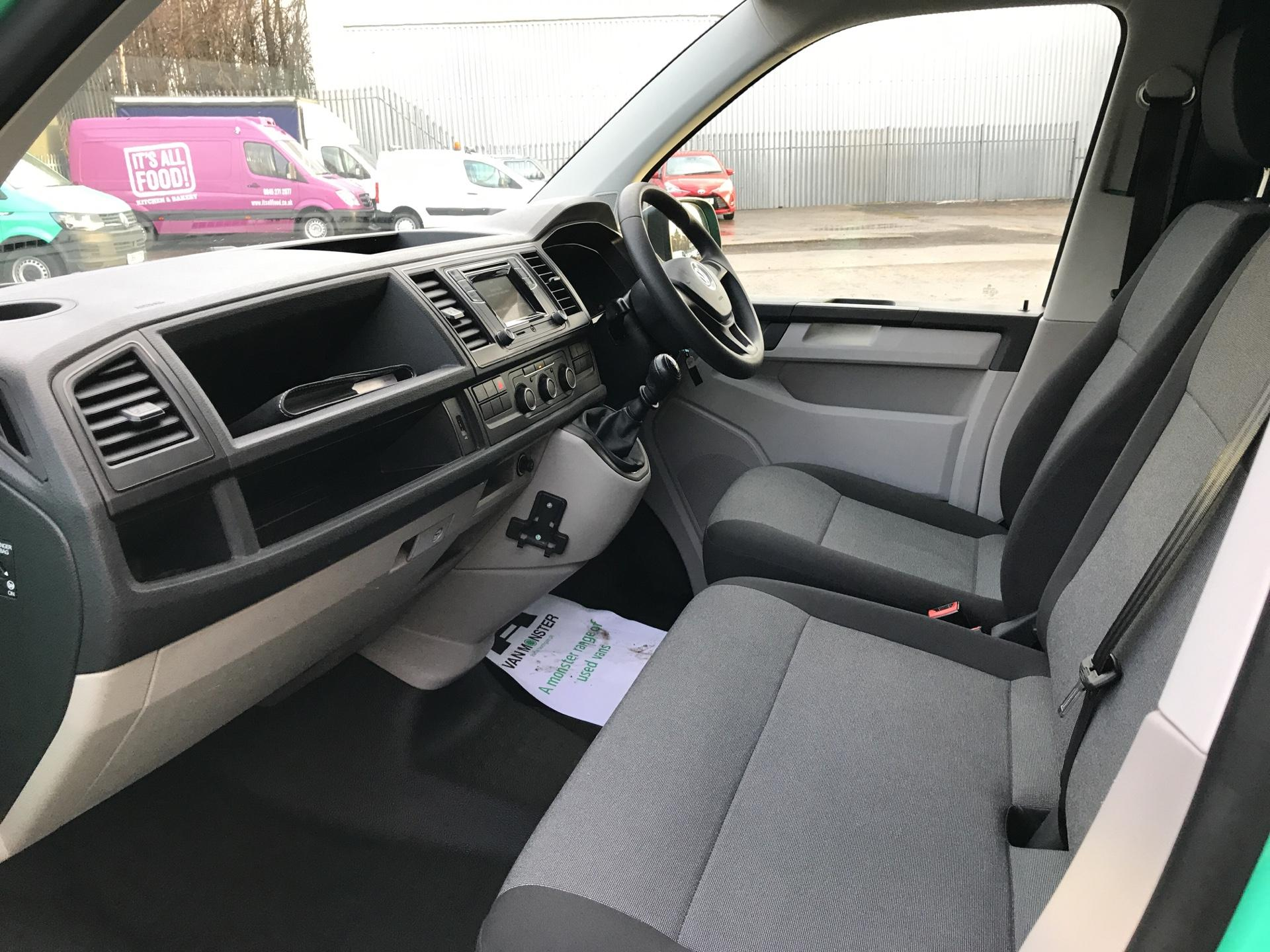 2017 Volkswagen Transporter T28 SWB DIESEL 2.0 TDI BMT 84PS STARTLINE VAN EURO 5/6 (SB67FPK) Image 14