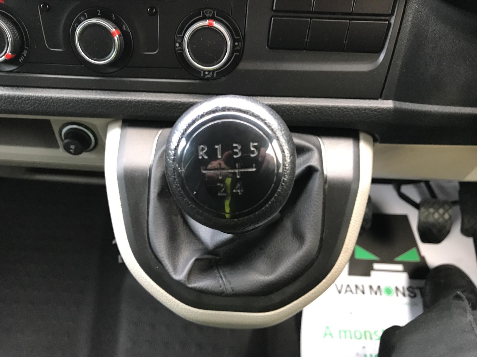 2017 Volkswagen Transporter T28 SWB DIESEL 2.0 TDI BMT 84PS STARTLINE VAN EURO 5/6 (SB67FPK) Image 11
