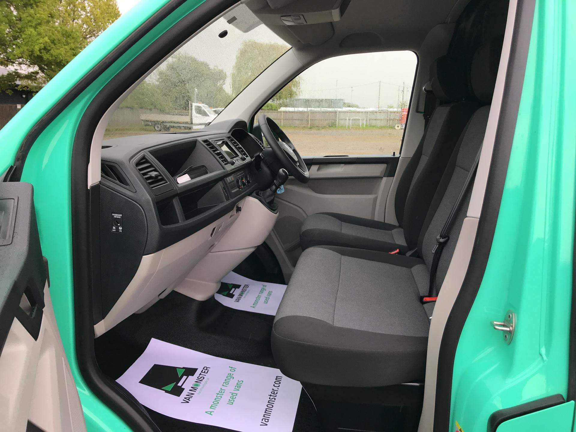 2017 Volkswagen Transporter 2.0TDI BMT 84PS STARTLINE EURO 6 AIR CON  (SB67FPL) Image 14