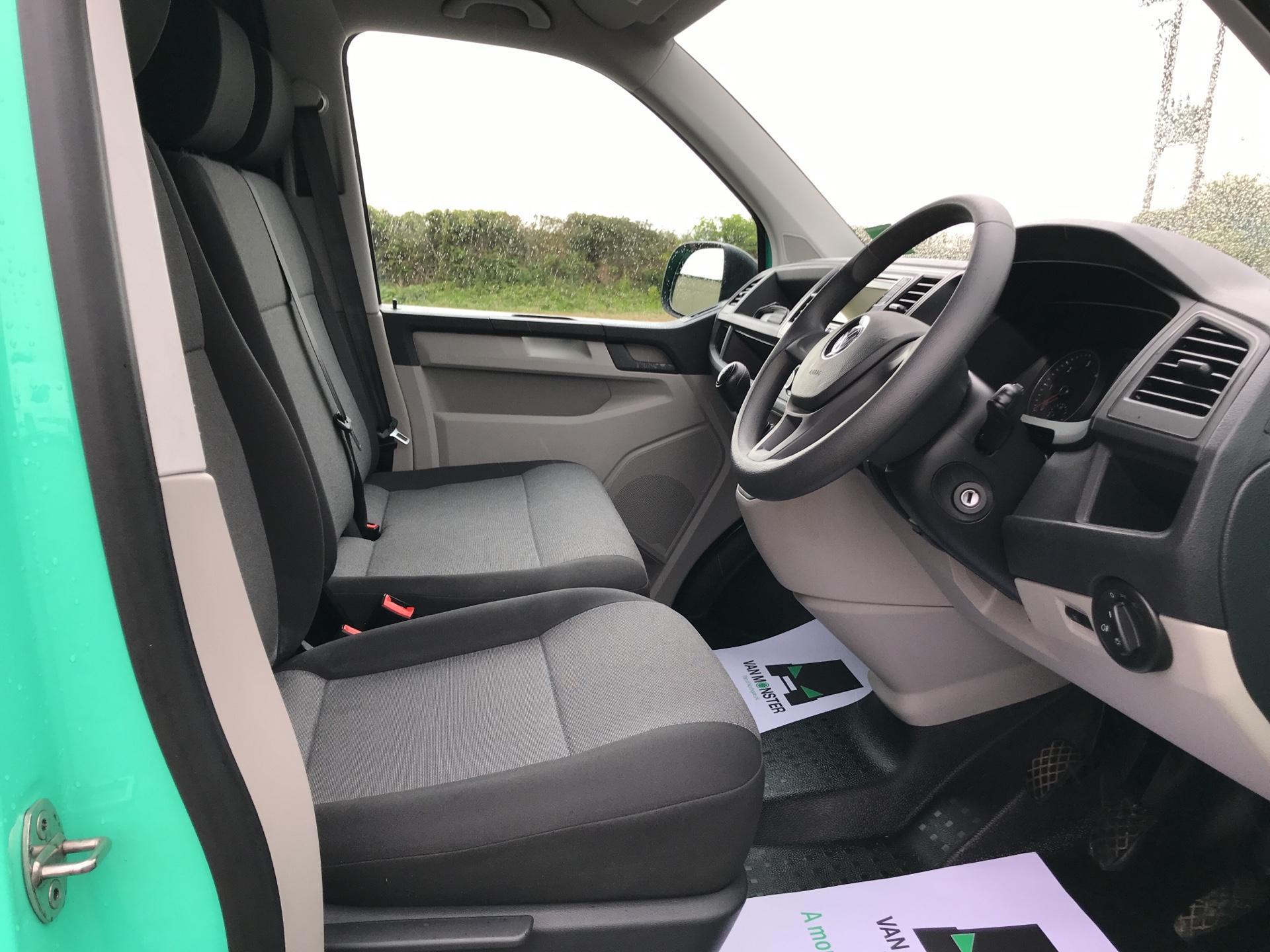 2017 Volkswagen Transporter 2.0TDI BMT 84PS STARTLINE EURO 6 AIR CON  (SB67FPL) Image 9