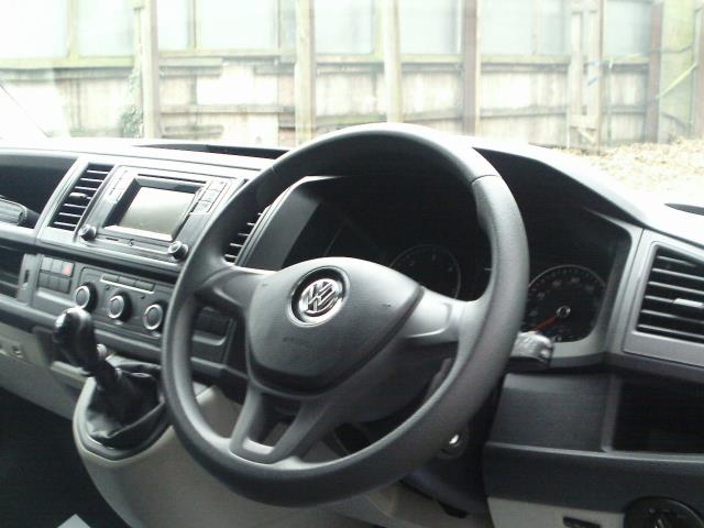 2017 Volkswagen Transporter 2.0TDI BMT 84PS STARTLINE EURO 6 AIR CON  (SB67FPL) Image 25