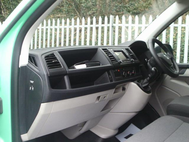 2017 Volkswagen Transporter 2.0TDI BMT 84PS STARTLINE EURO 6 AIR CON  (SB67FPL) Image 18
