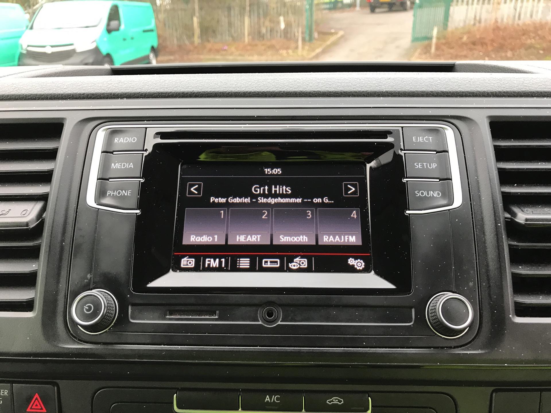 2017 Volkswagen Transporter T28 LWB DIESEL 2.0 TDI BMT 84 STARTLINE VAN EURO 6 (SB67GSY) Image 10