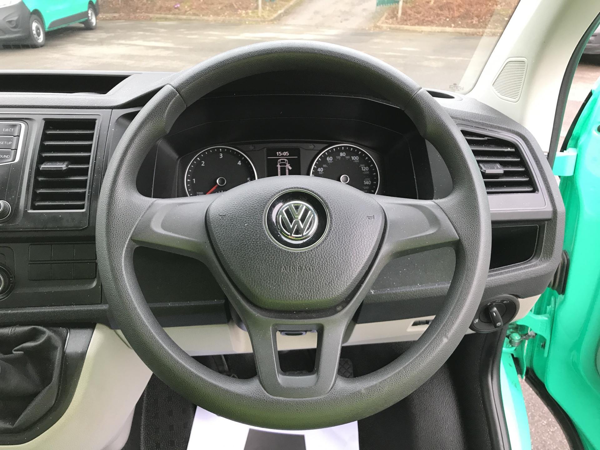 2017 Volkswagen Transporter T28 LWB DIESEL 2.0 TDI BMT 84 STARTLINE VAN EURO 6 (SB67GSY) Image 12