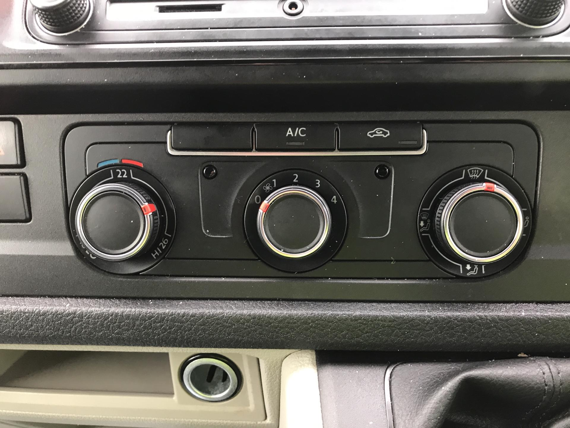 2017 Volkswagen Transporter T28 LWB DIESEL 2.0 TDI BMT 84 STARTLINE VAN EURO 6 (SB67GSY) Image 19