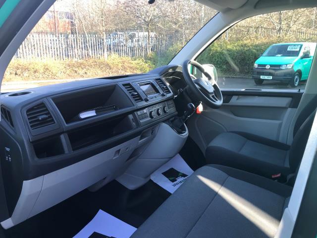 2017 Volkswagen Transporter  T28 LWB DIESEL 2.0 TDI 84PS STARTLINE EURO 6 (SB67GTZ) Image 17