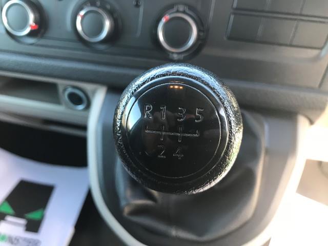 2017 Volkswagen Transporter  T28 LWB DIESEL 2.0 TDI 84PS STARTLINE EURO 6 (SB67GTZ) Image 4