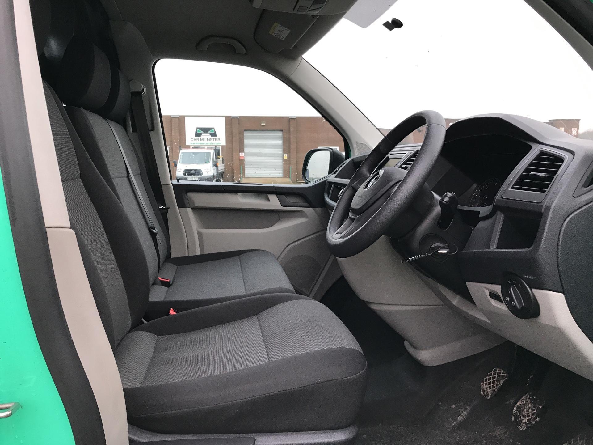 2017 Volkswagen Transporter T28 LWB DIESEL 2.0 TDI BMT 84 STARTLINE VAN EURO 6. AIR CON (SB67GUD) Image 9