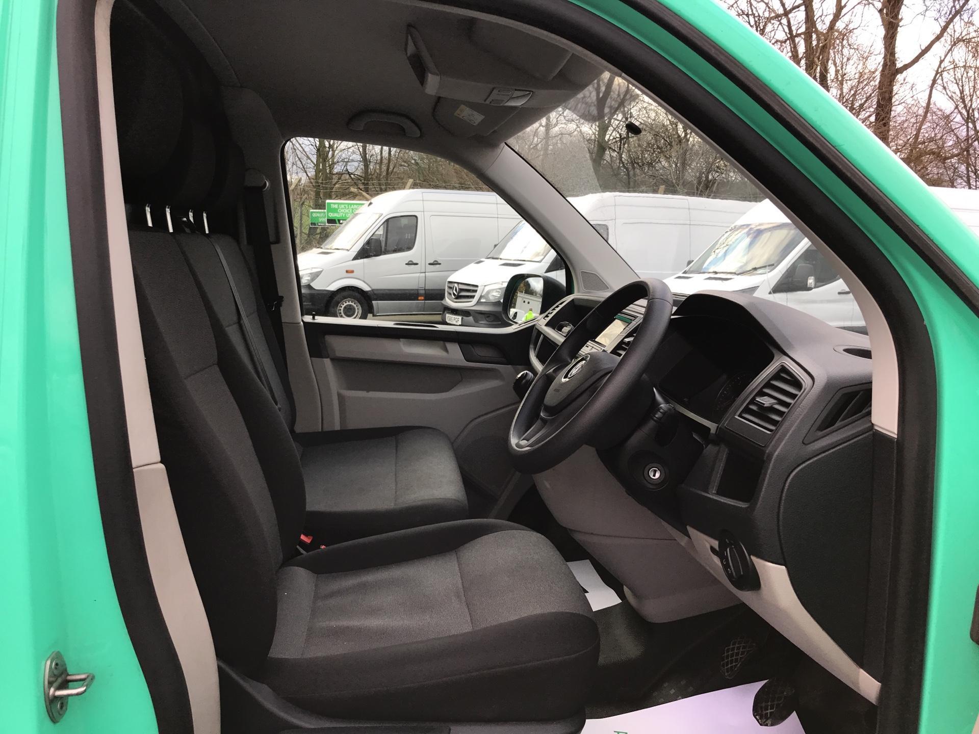 2017 Volkswagen Transporter  T28 LWB DIESEL 2.0 TDI BMT 84 STARTLINE VAN EURO 6  (SB67GUK) Image 9
