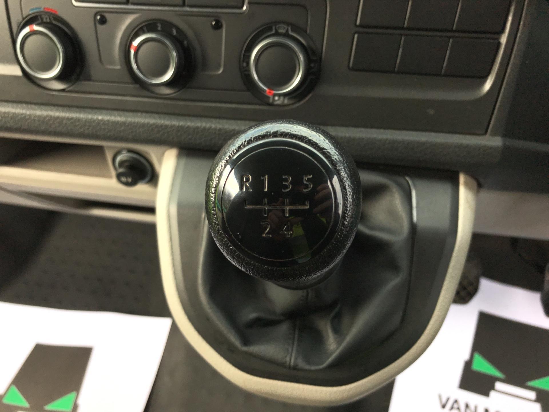 2017 Volkswagen Transporter  T28 LWB DIESEL 2.0 TDI BMT 84 STARTLINE VAN EURO 6  (SB67GUK) Image 11