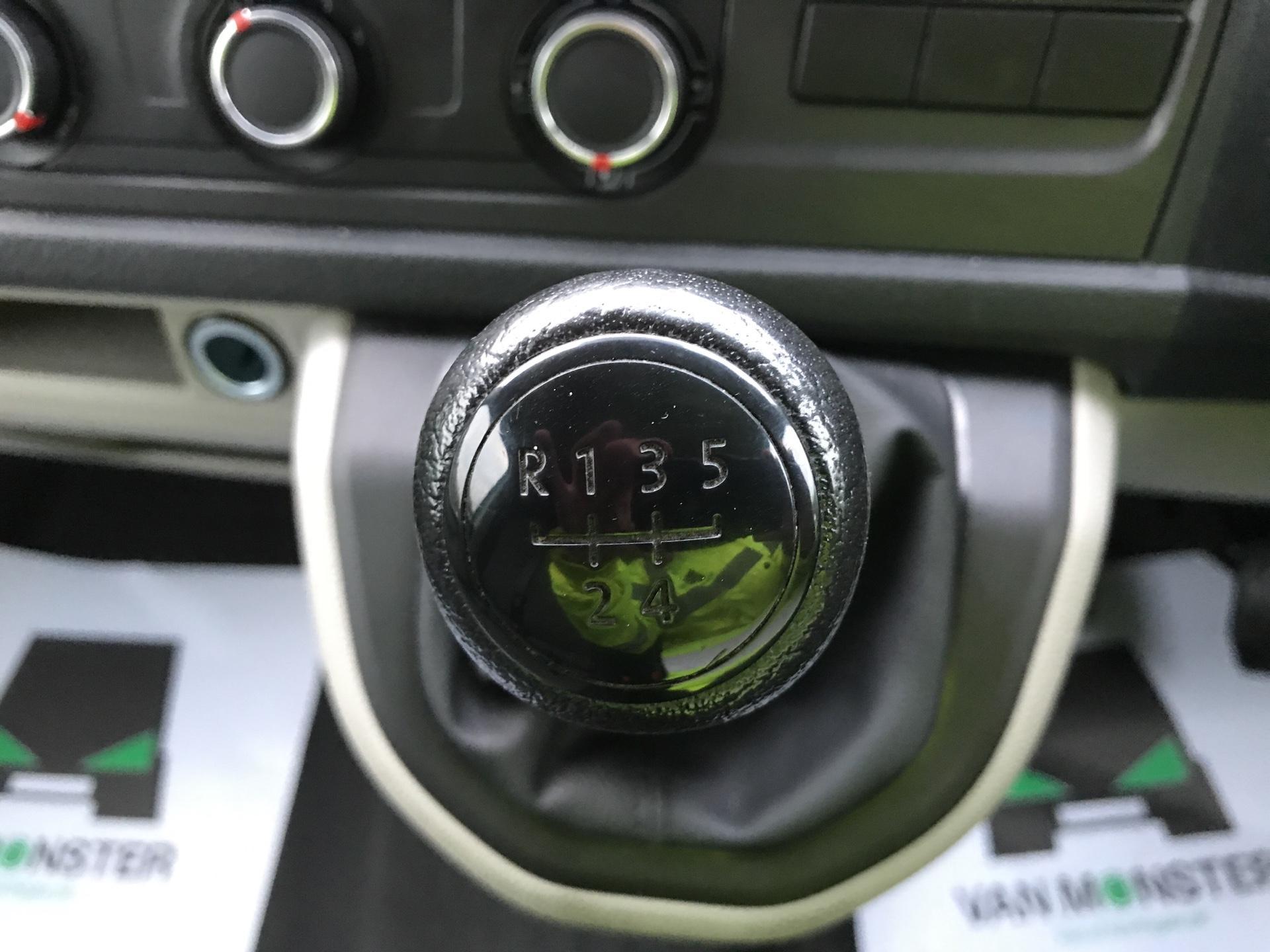 2017 Volkswagen Transporter  T28 SWB DIESEL 2.0 TDI BMT 84 STARTLINE VAN EURO 6 (SB67MYF) Image 11