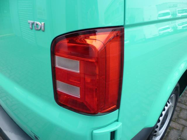 2017 Volkswagen Transporter T28 LWB DIESEL 2.0 TDI BMT 84 STARTLINE VAN EURO 6 (SB67NLV) Image 13