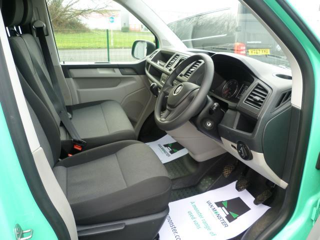 2017 Volkswagen Transporter T28 LWB DIESEL 2.0 TDI BMT 84 STARTLINE VAN EURO 6 (SB67NLV) Image 17