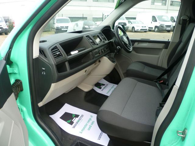 2017 Volkswagen Transporter T28 LWB DIESEL 2.0 TDI BMT 84 STARTLINE VAN EURO 6 (SB67NLV) Image 19