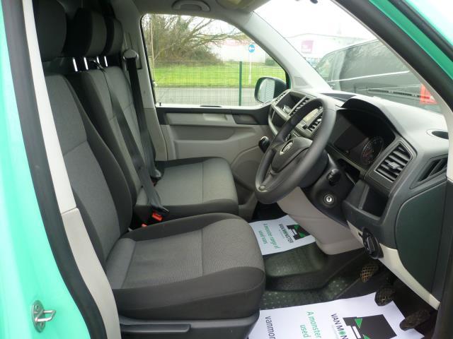 2017 Volkswagen Transporter T28 LWB DIESEL 2.0 TDI BMT 84 STARTLINE VAN EURO 6 (SB67NLV) Image 18