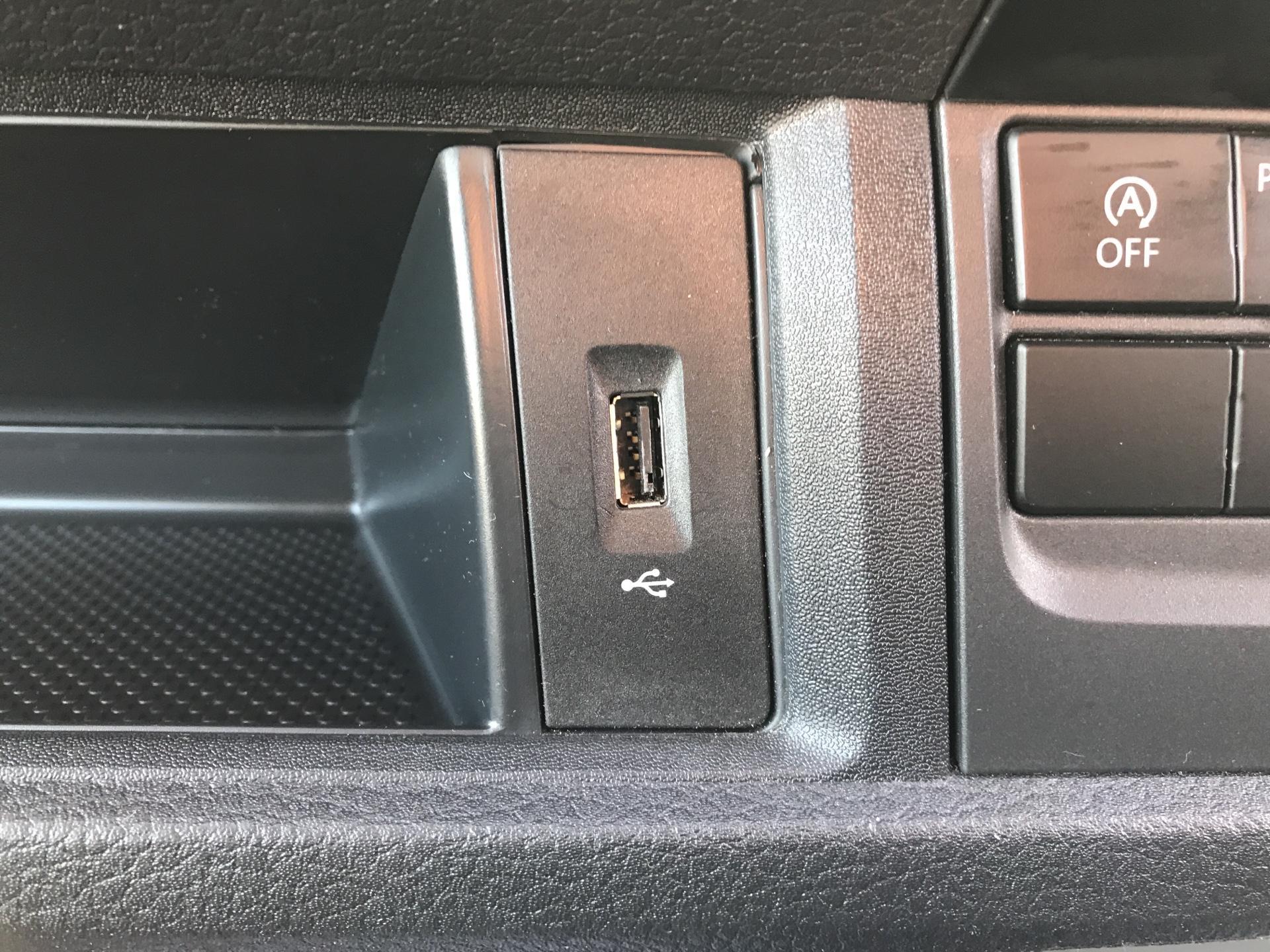 2017 Volkswagen Transporter T28 S/LINE TDI 84PS LWB (SB67NLZ) Image 19