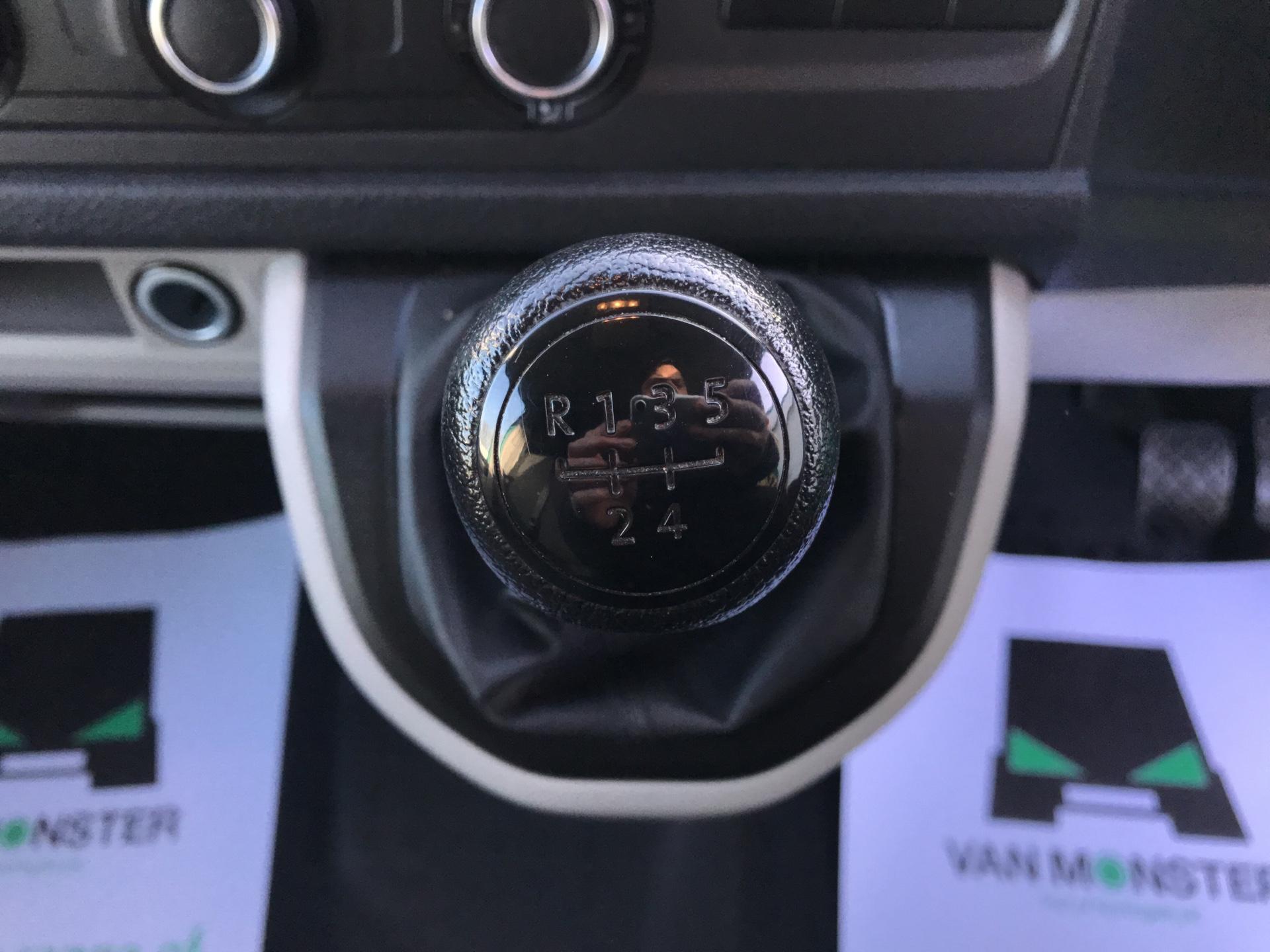 2017 Volkswagen Transporter T28 S/LINE TDI 84PS LWB (SB67NLZ) Image 11