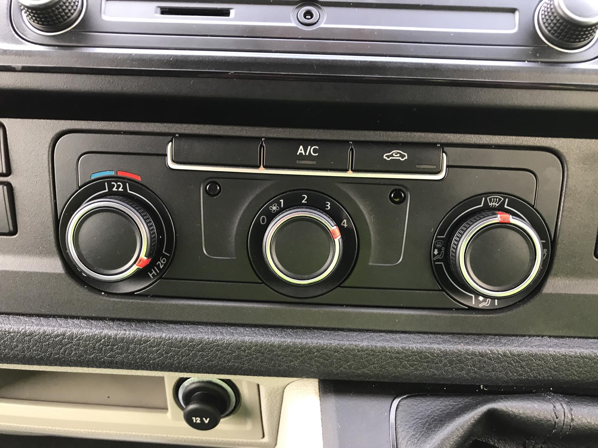 2017 Volkswagen Transporter T28 LWB DIESEL 2.0 TDI BMT 84 STARTLINE VAN EURO 6 (SB67ORU) Image 19