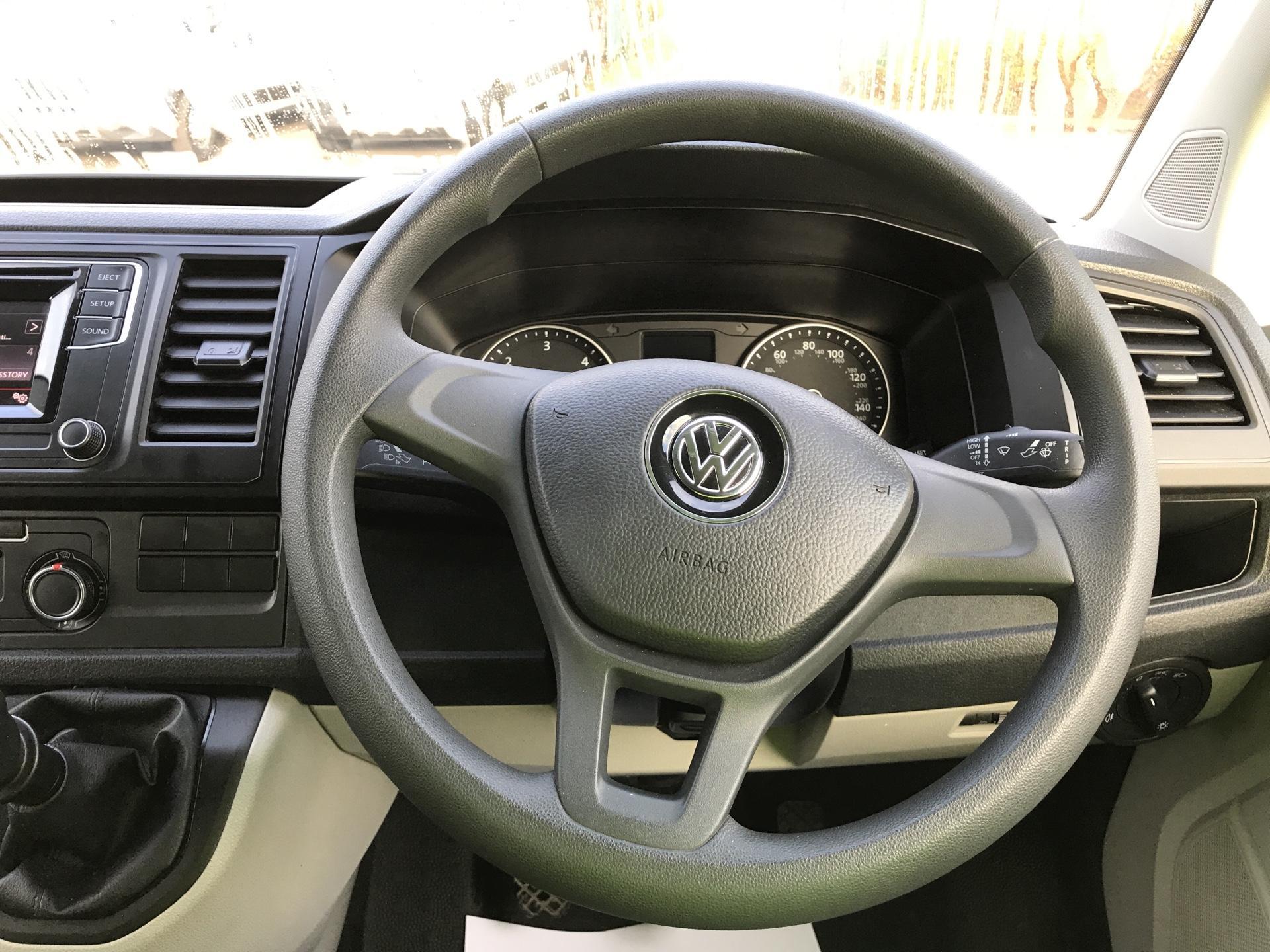 2017 Volkswagen Transporter T28 LWB DIESEL 2.0 TDI BMT 84 STARTLINE VAN EURO 6 (SB67ORU) Image 12