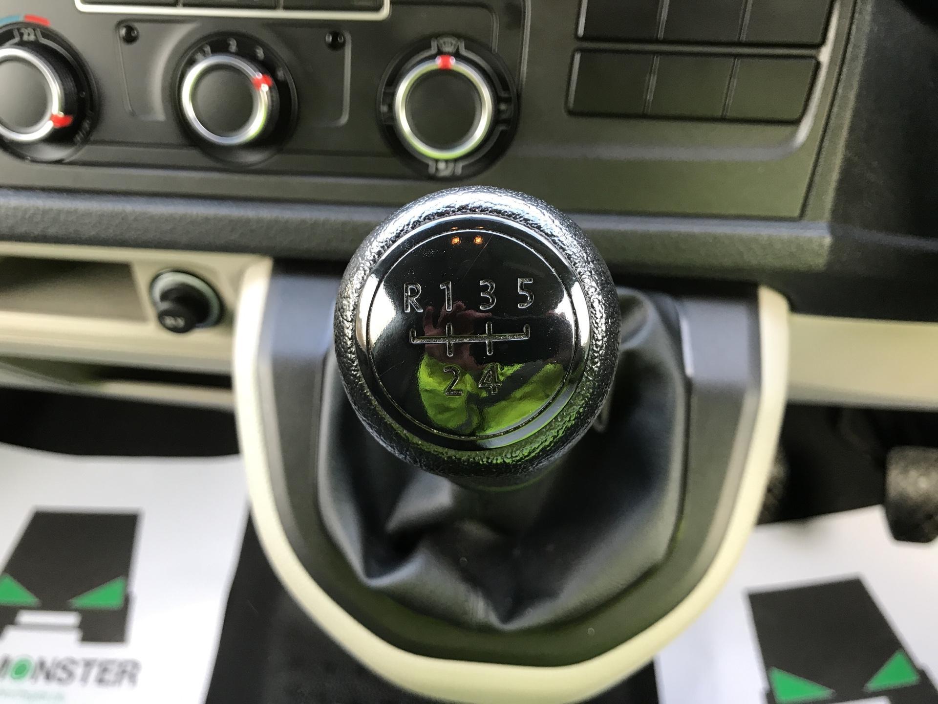 2017 Volkswagen Transporter T28 LWB DIESEL 2.0 TDI BMT 84 STARTLINE VAN EURO 6 (SB67ORU) Image 11