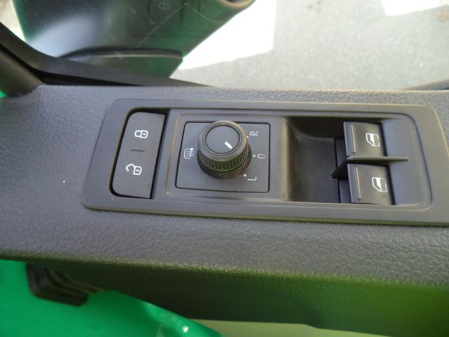 2018 Volkswagen Transporter L2 H1 T28 2.0 TDI BMT 84 STARTLINE VAN EURO 6 (SB67ORV) Image 15
