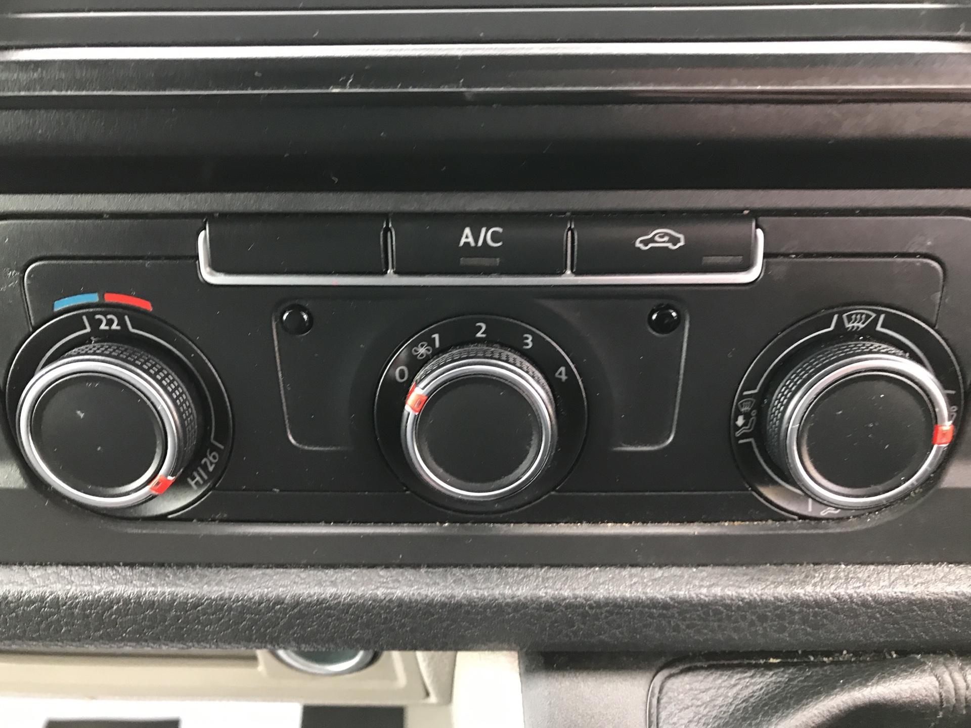 2017 Volkswagen Transporter T28 LWB DIESEL 2.0 TDI BMT 84 STARTLINE VAN EURO 6  (SB67VYS) Image 22