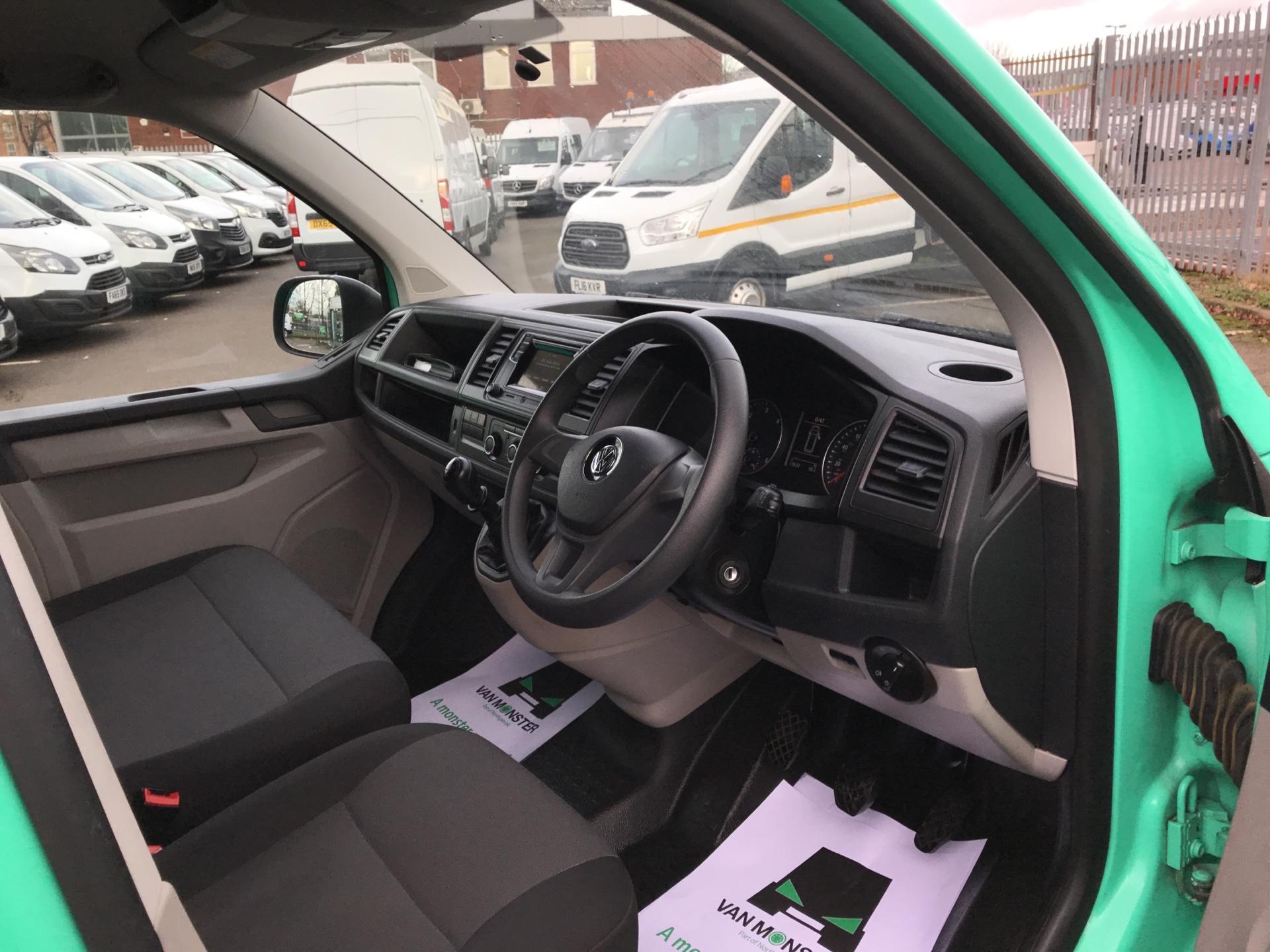 2017 Volkswagen Transporter T28 LWB DIESEL 2.0 TDI BMT 84 STARTLINE VAN EURO 6  (SB67VYS) Image 9
