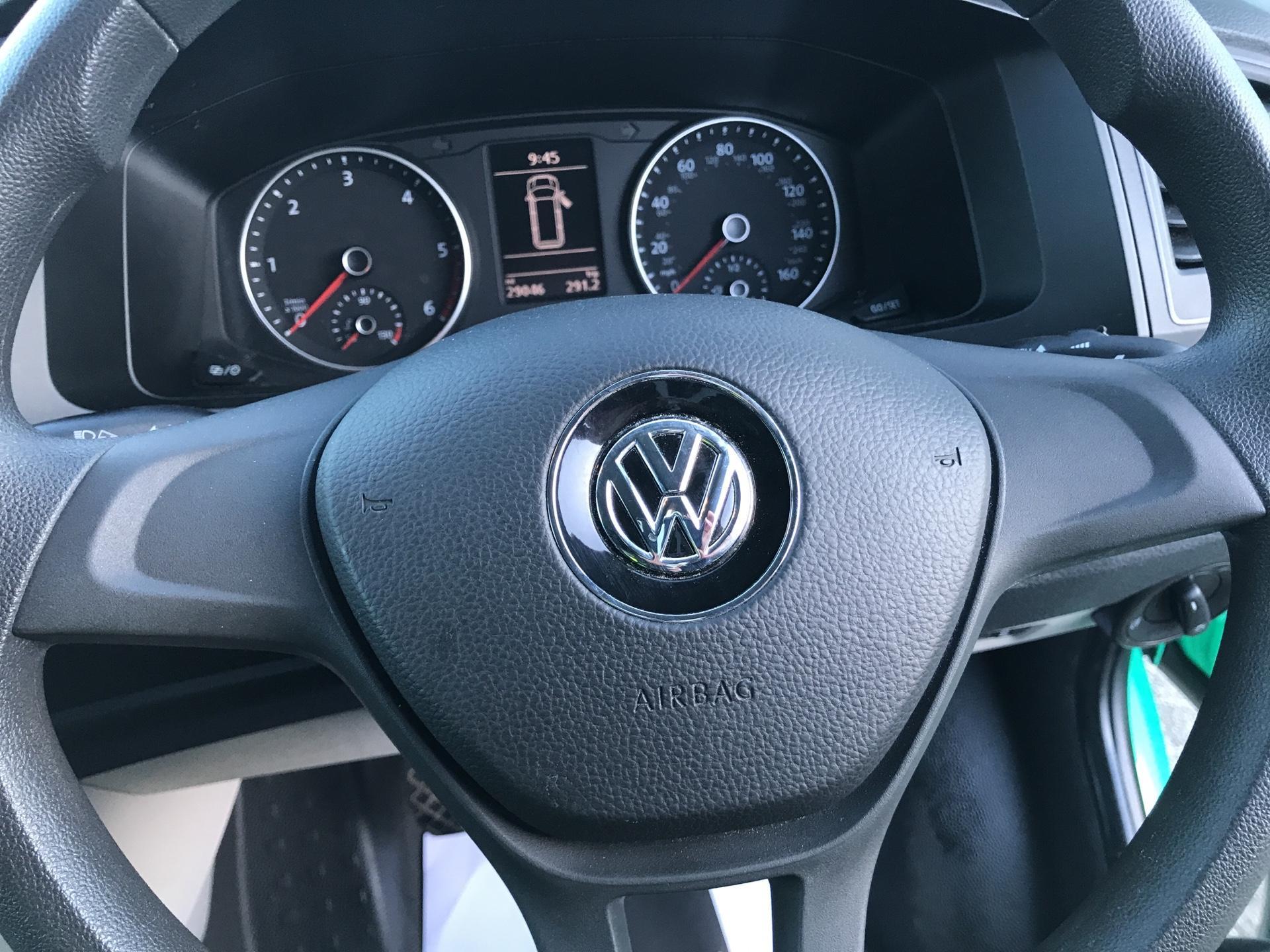 2017 Volkswagen Transporter T28 LWB DIESEL 2.0 TDI BMT 84 STARTLINE VAN EURO 6 (SB67VYY) Image 12