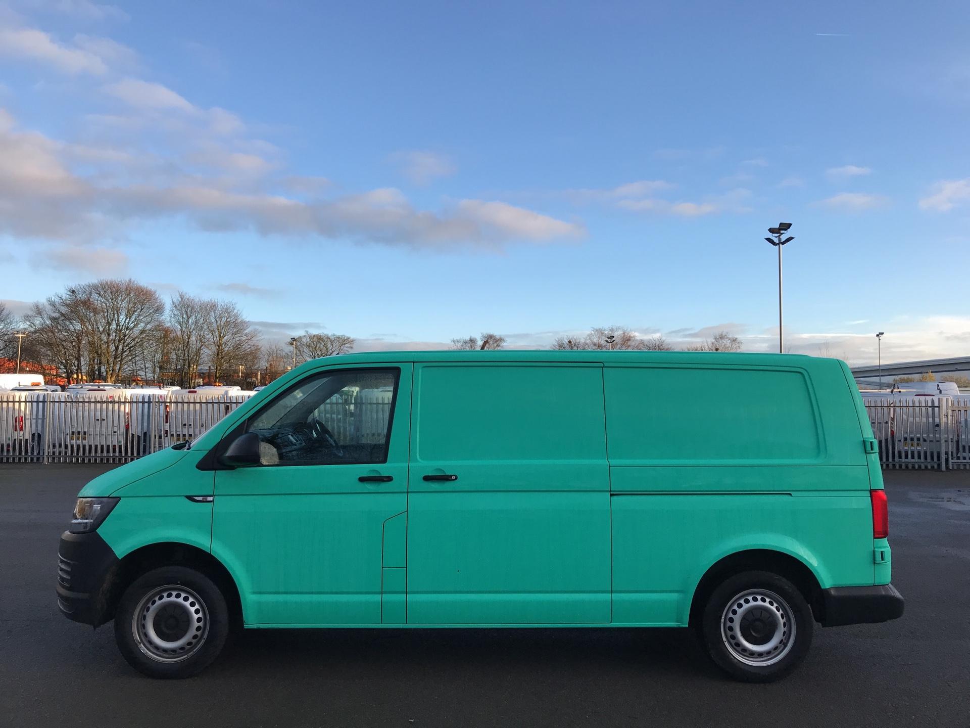 2018 Volkswagen Transporter  T28 LWB DIESEL 2.0 TDI BMT 84 STARTLINE VAN EURO 6 (SB67WTG) Image 6