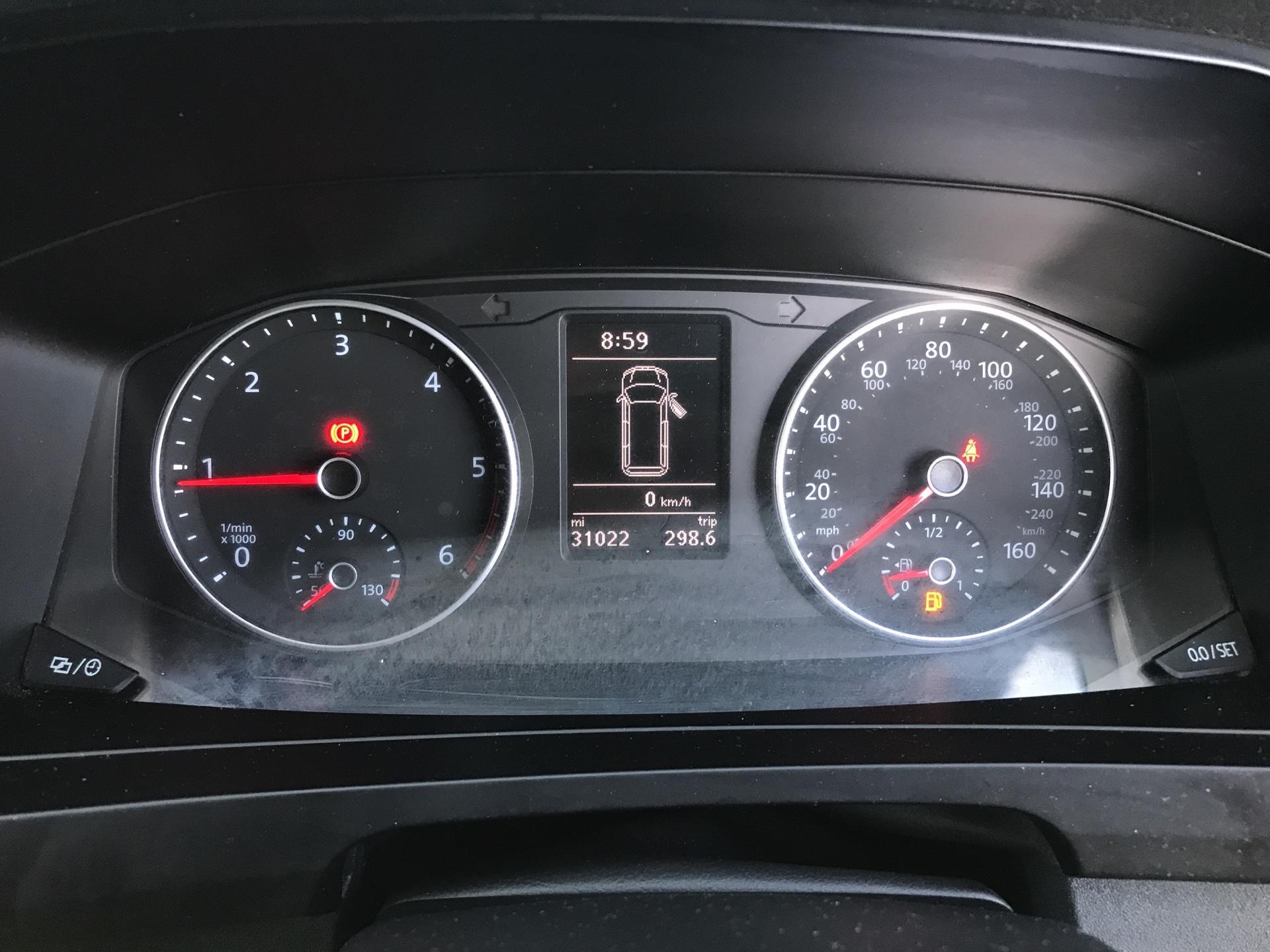 2018 Volkswagen Transporter  T28 LWB DIESEL 2.0 TDI BMT 84 STARTLINE VAN EURO 6 (SB67WTG) Image 13