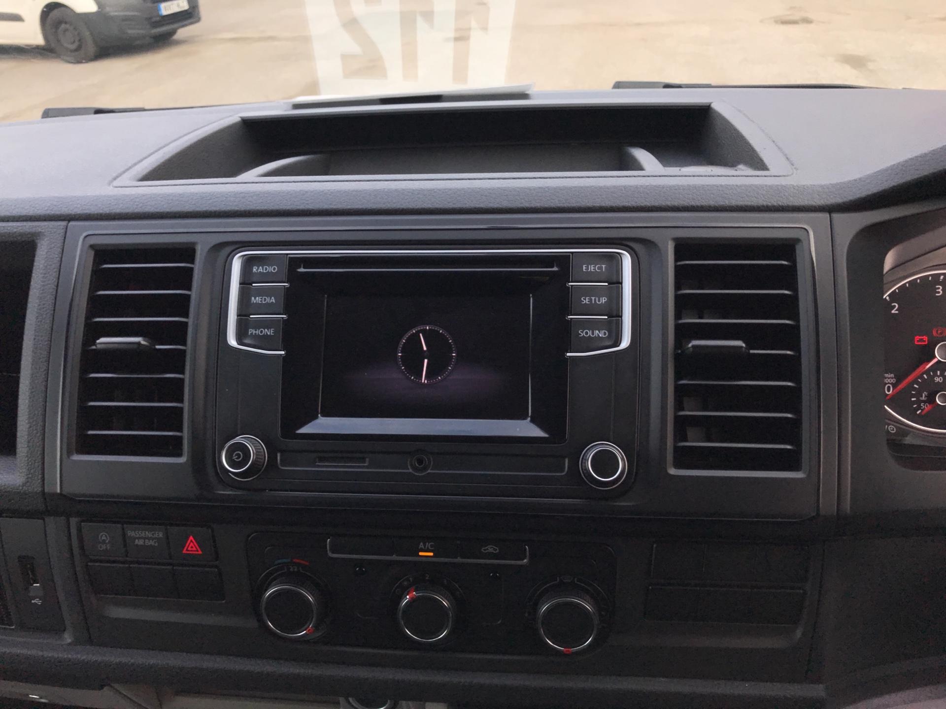 2018 Volkswagen Transporter T28 LWB DIESEL 2.0 TDI BMT 84 STARTLINE VAN EURO 6 (SB67WTO) Image 10