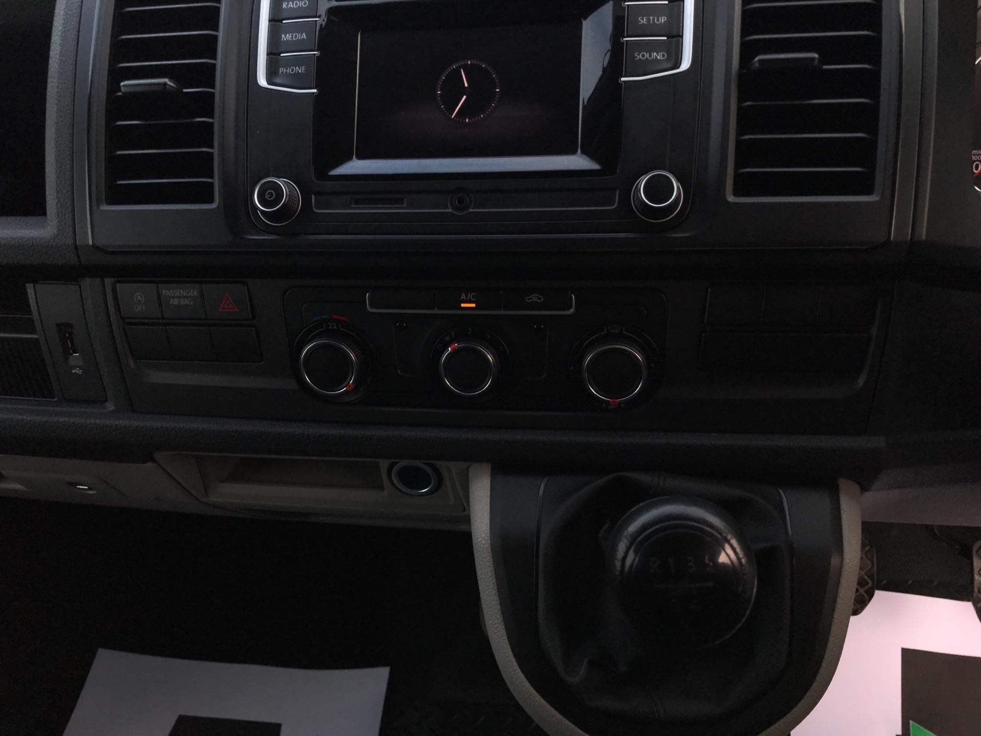 2018 Volkswagen Transporter T28 LWB DIESEL 2.0 TDI BMT 84 STARTLINE VAN EURO 6 (SB67WTO) Image 16