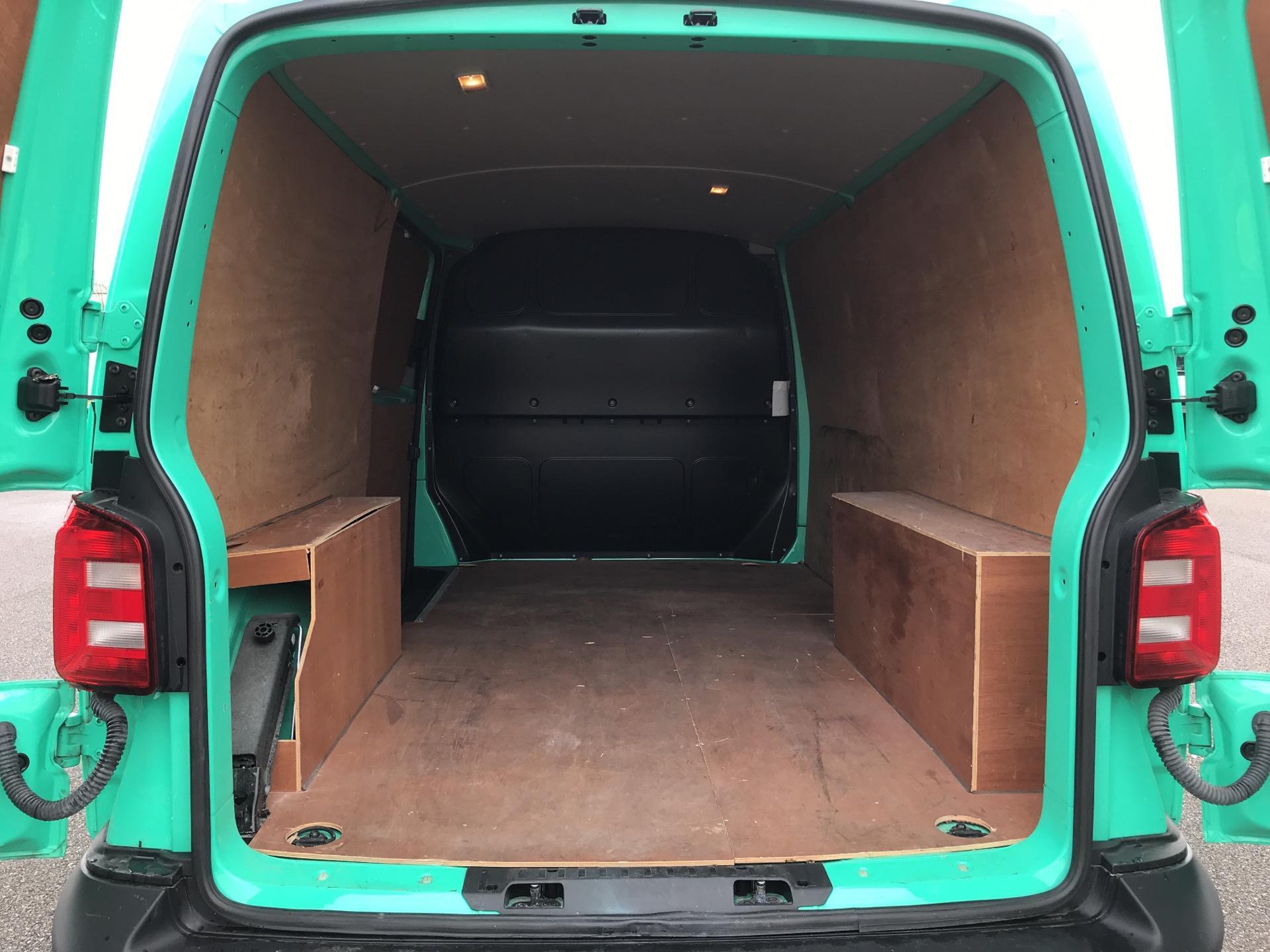 2018 Volkswagen Transporter T28 LWB DIESEL 2.0 TDI BMT 84 STARTLINE VAN EURO 6. AIR CON (SB67WTR) Image 15