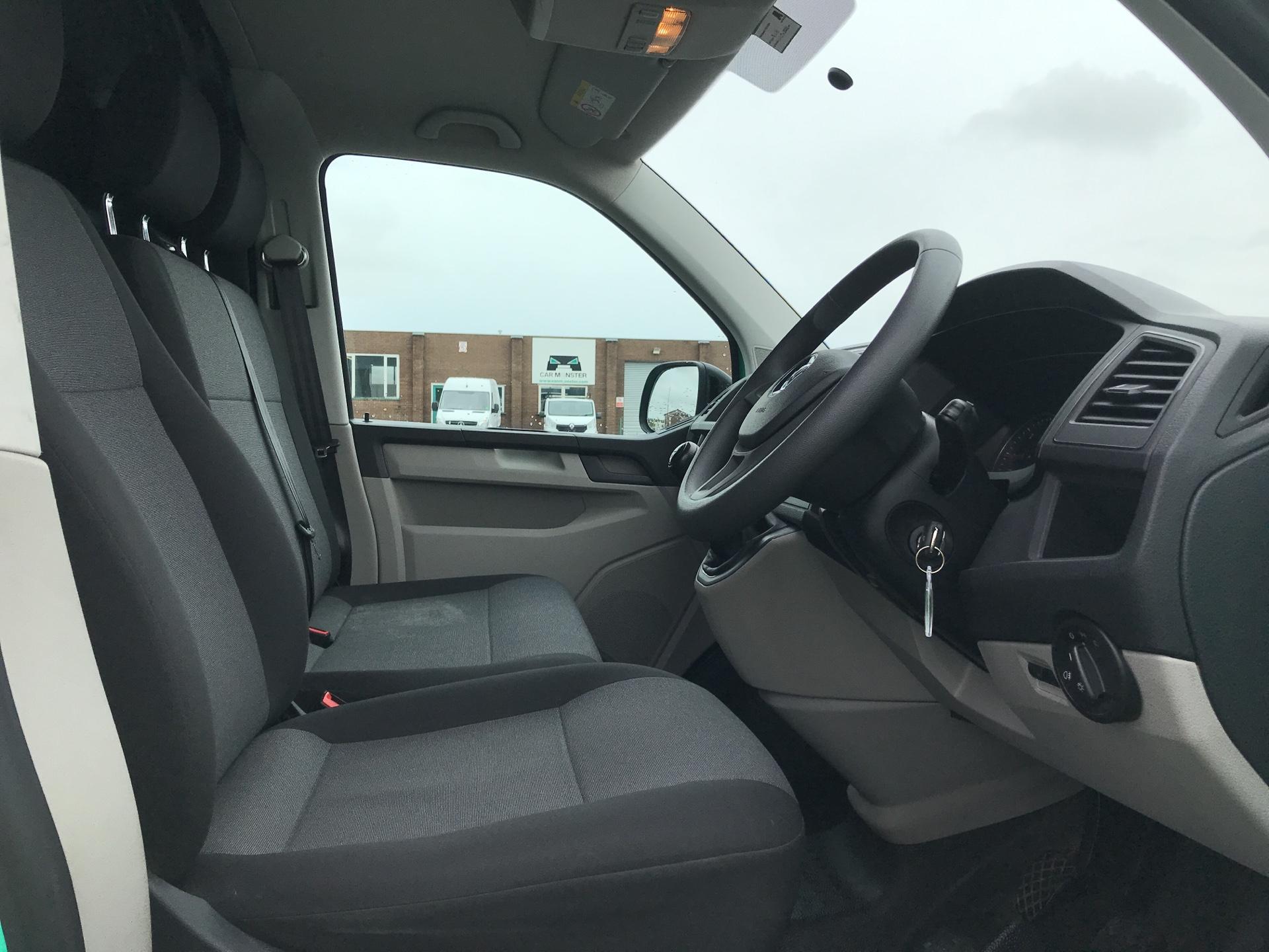 2018 Volkswagen Transporter T28 LWB DIESEL 2.0 TDI BMT 84 STARTLINE VAN EURO 6. AIR CON (SB67WTR) Image 9