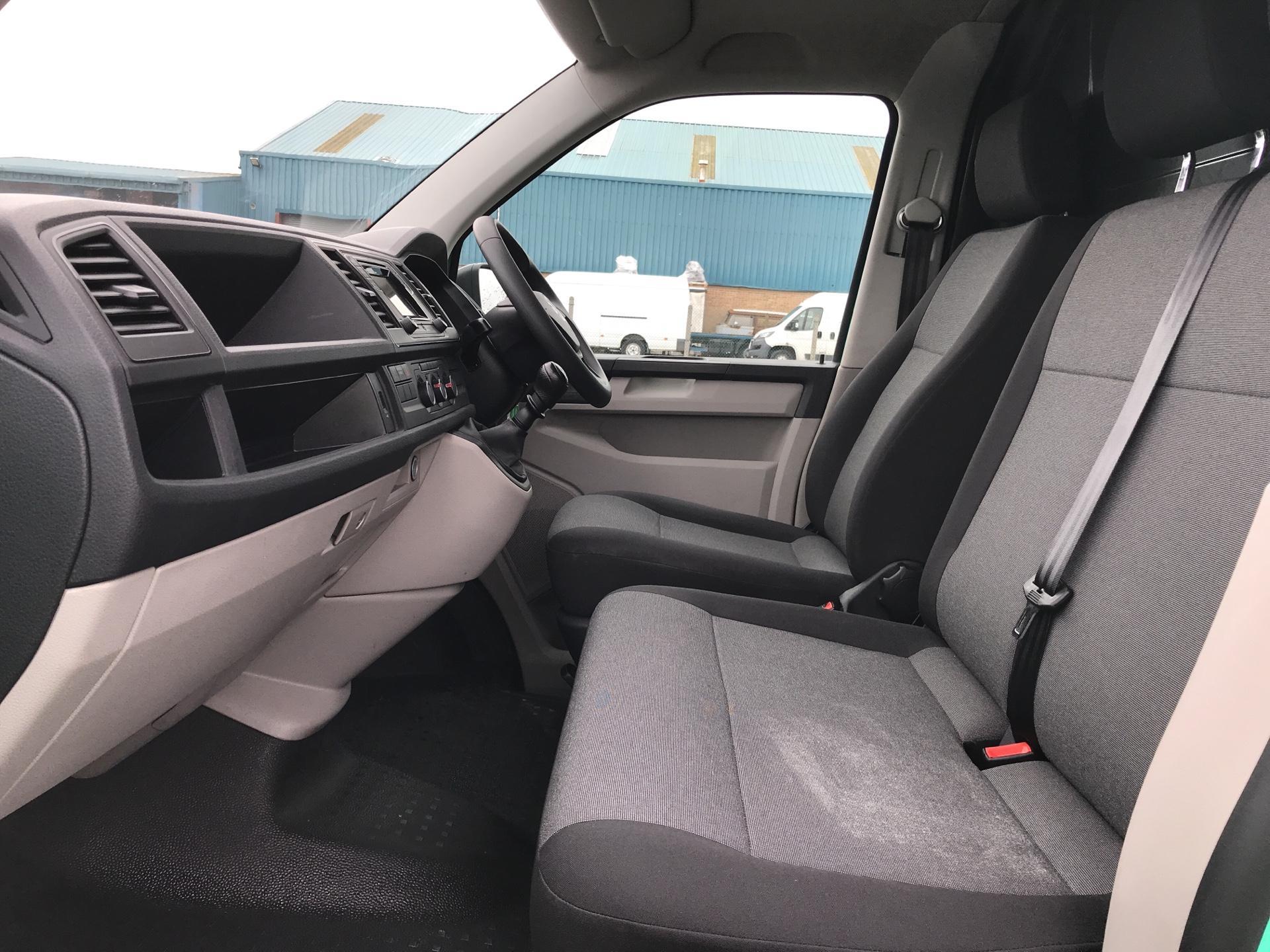 2018 Volkswagen Transporter T28 LWB DIESEL 2.0 TDI BMT 84 STARTLINE VAN EURO 6. AIR CON (SB67WTR) Image 14