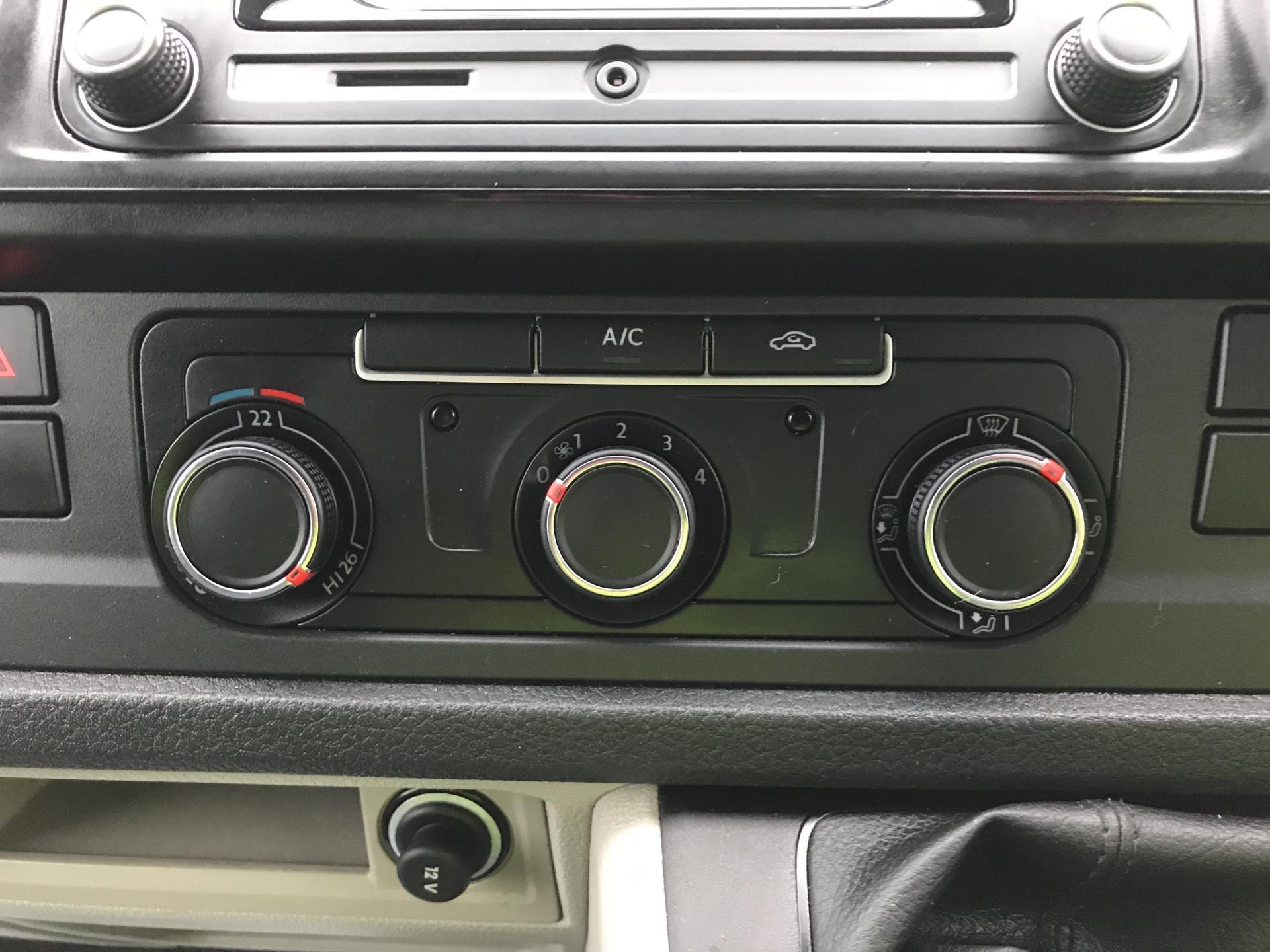 2018 Volkswagen Transporter T28 LWB DIESEL 2.0 TDI BMT 84 STARTLINE VAN EURO 6 (SB67WZL) Image 19