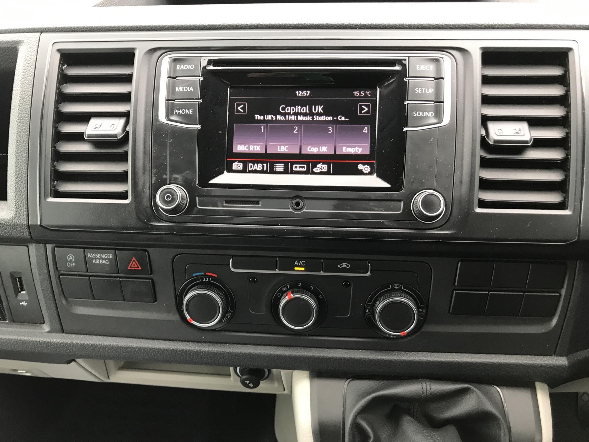 2018 Volkswagen Transporter 2.0TDI BMT 84PS STARTLINE EURO 6 AIR CON   (SB67WZN) Image 10