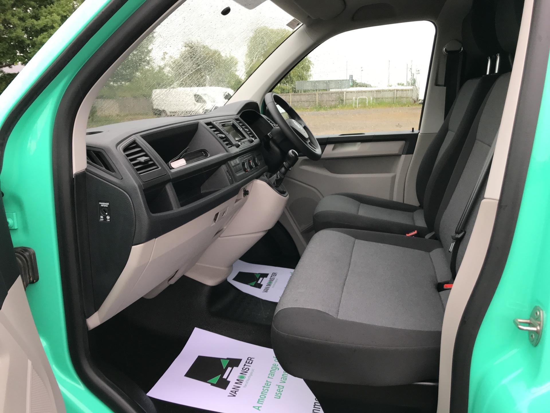 2018 Volkswagen Transporter 2.0TDI BMT 84PS STARTLINE EURO 6 AIR CON   (SB67WZN) Image 14