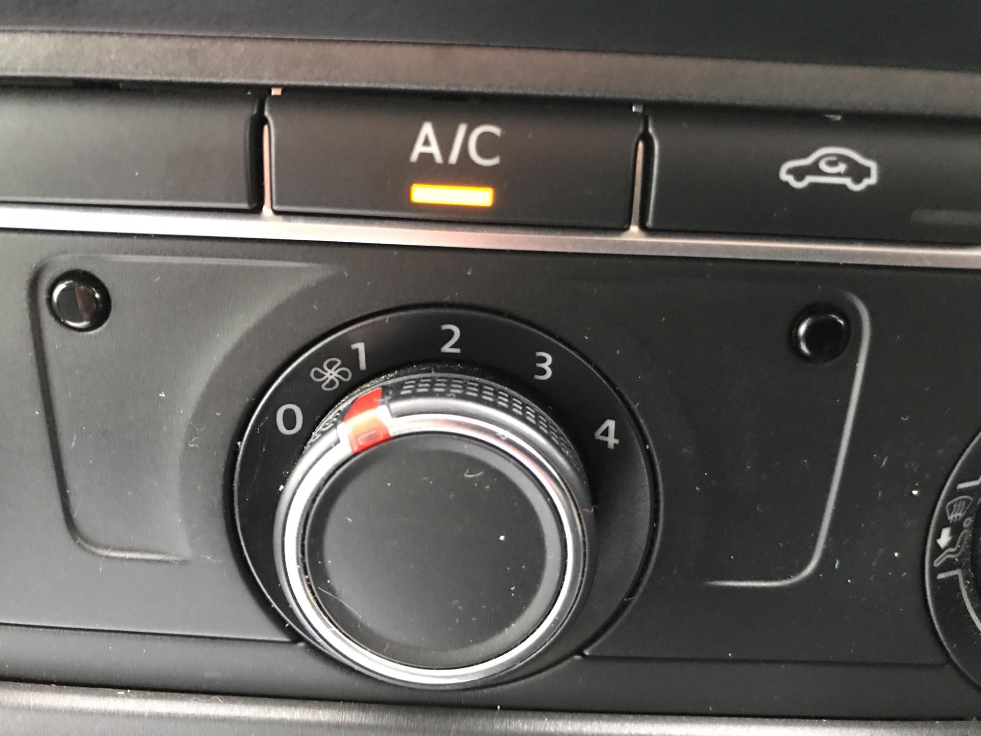 2018 Volkswagen Transporter 2.0TDI BMT 84PS STARTLINE EURO 6 AIR CON   (SB67WZN) Image 15