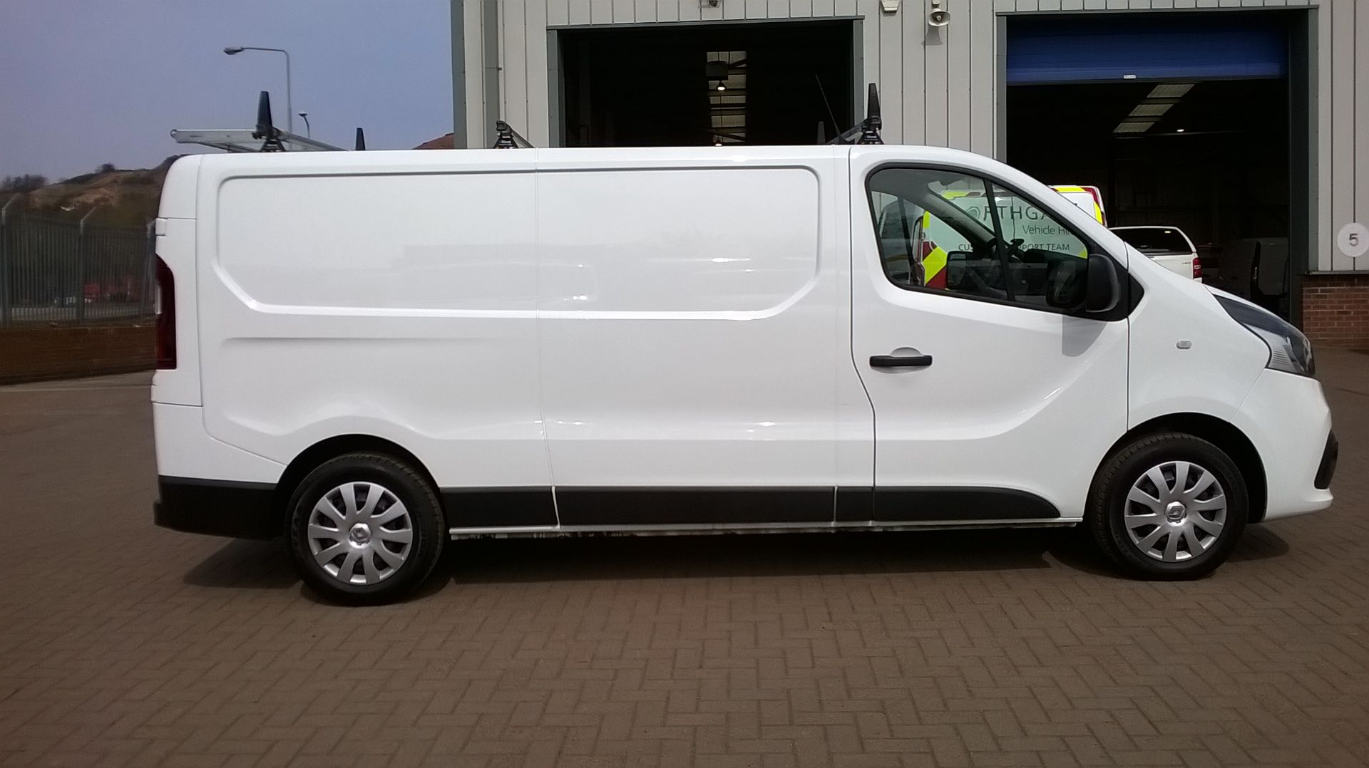 2018 Renault Trafic LL29 DCI 120 BUSINESS+ L2 H1 EURO 6 (SB67XST) Image 15