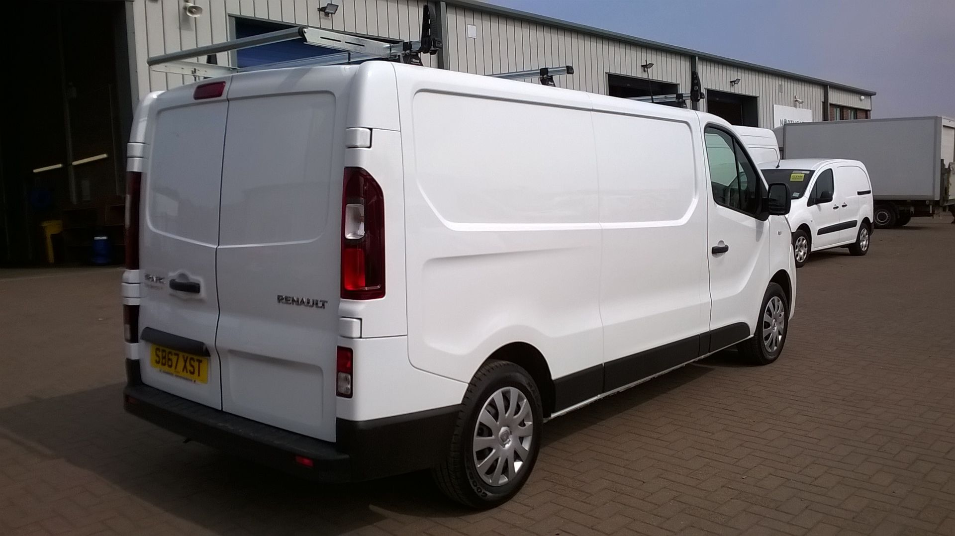 2018 Renault Trafic LL29 DCI 120 BUSINESS+ L2 H1 EURO 6 (SB67XST) Image 14