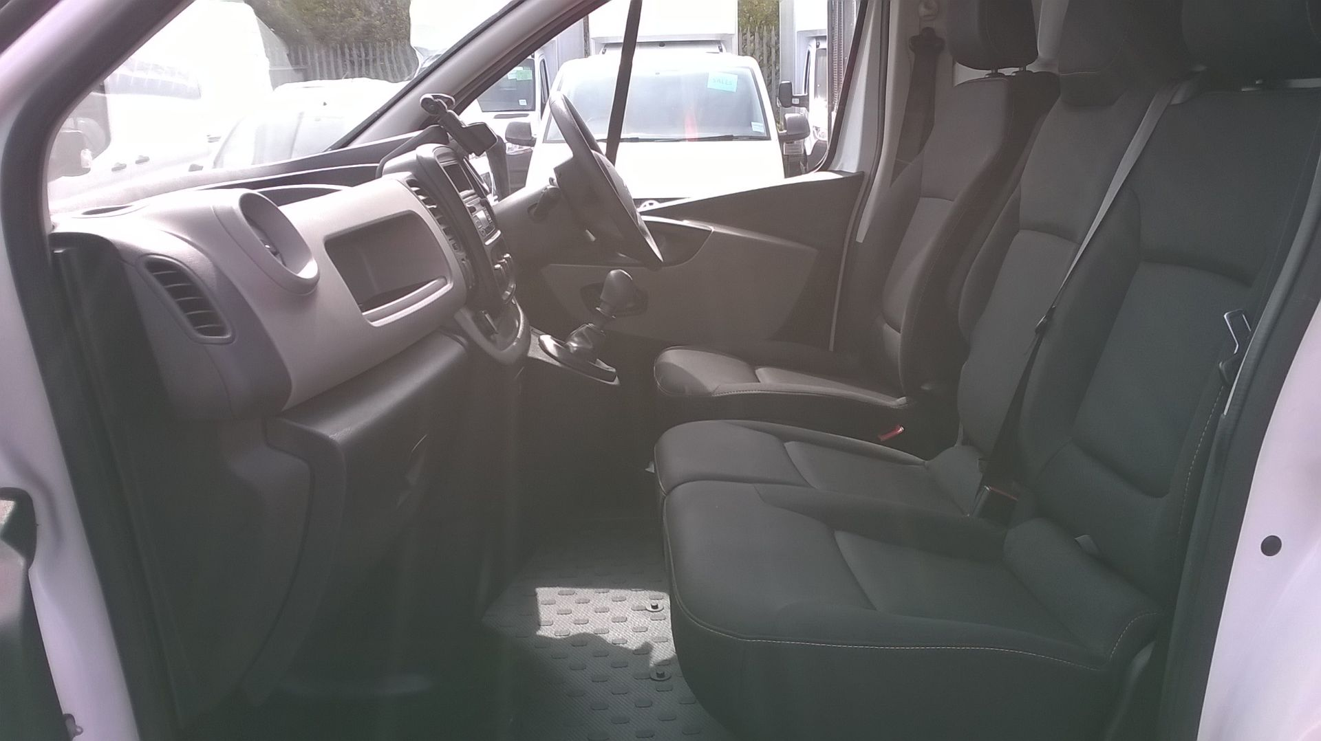 2018 Renault Trafic LL29 DCI 120 BUSINESS+ L2 H1 EURO 6 (SB67XST) Image 10