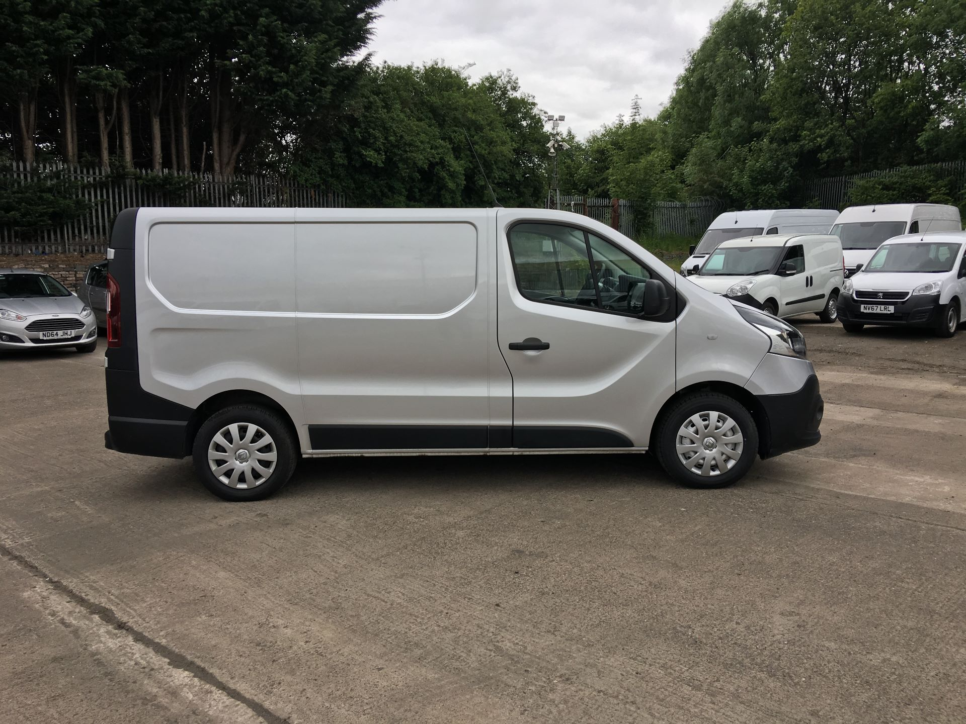 2017 Renault Trafic SL27 DCI 120PS BUSINESS VAN EURO 6 (SD67CSU) Thumbnail 8