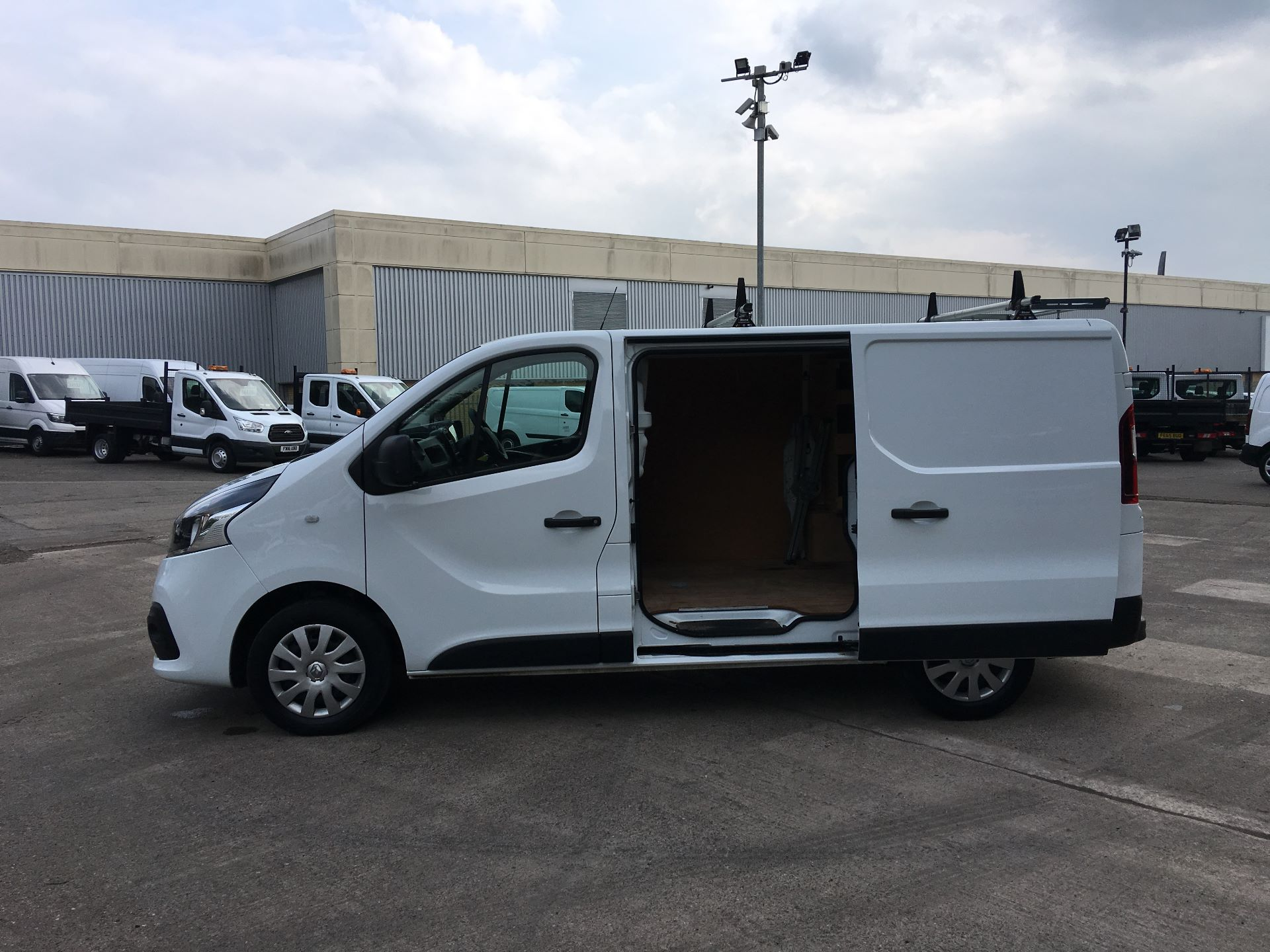 2017 Renault Trafic SL27 DCI 120PS BUSINESS+ VAN EURO 6 (SD67XEY) Image 22