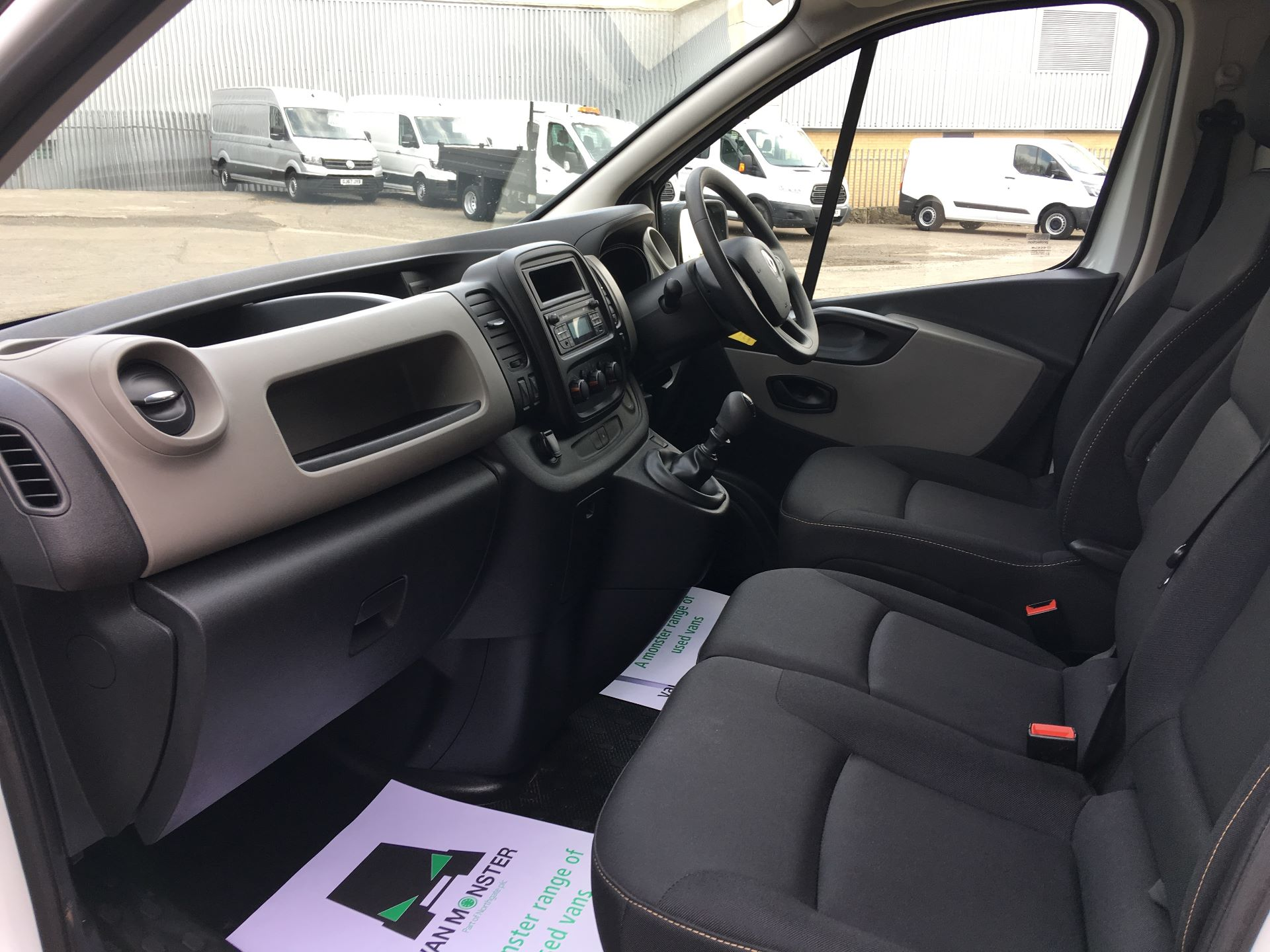 2017 Renault Trafic SL27 DCI 120PS BUSINESS+ VAN EURO 6 (SD67XEY) Image 14