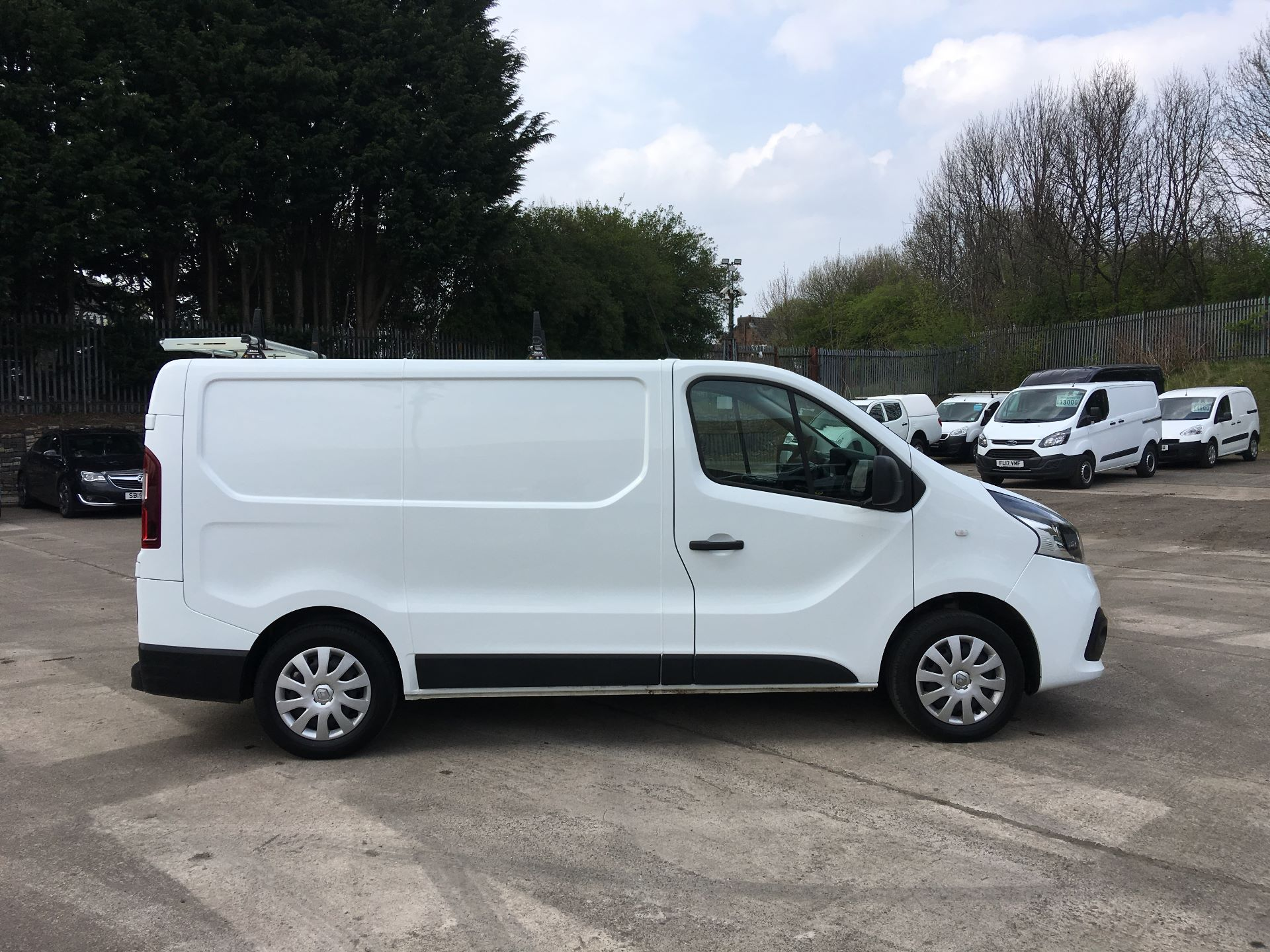 2017 Renault Trafic SL27 DCI 120PS BUSINESS+ VAN EURO 6 (SD67XEY) Image 9