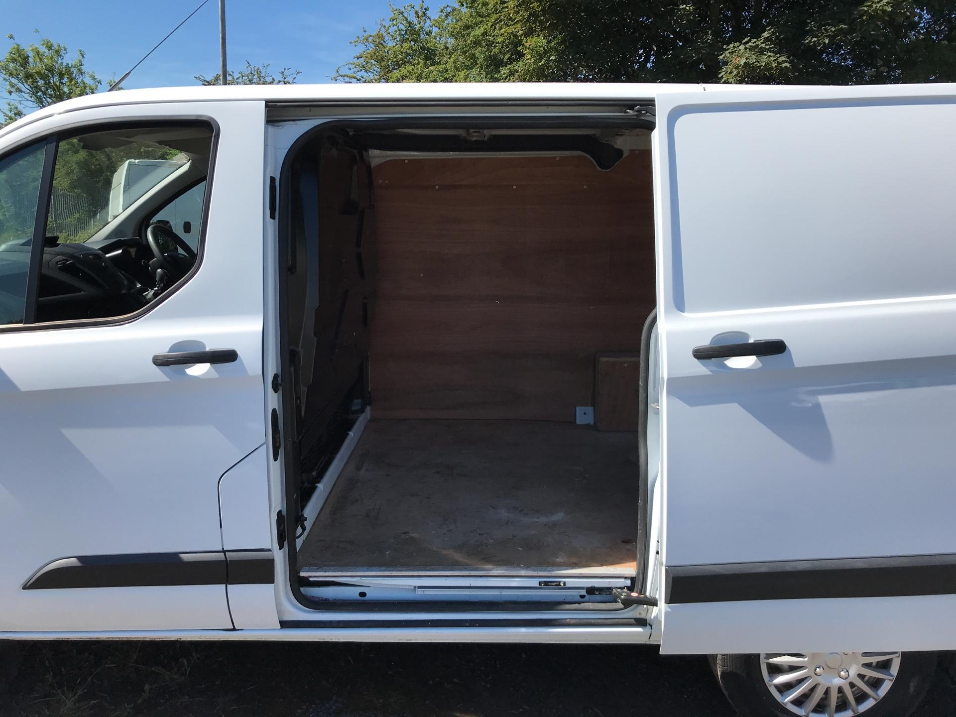 2014 Ford Transit Custom 270 L1 DIESEL FWD 2.2 Tdci 100Ps Low Roof Van EURO 5 (SG64ZHB) Image 19