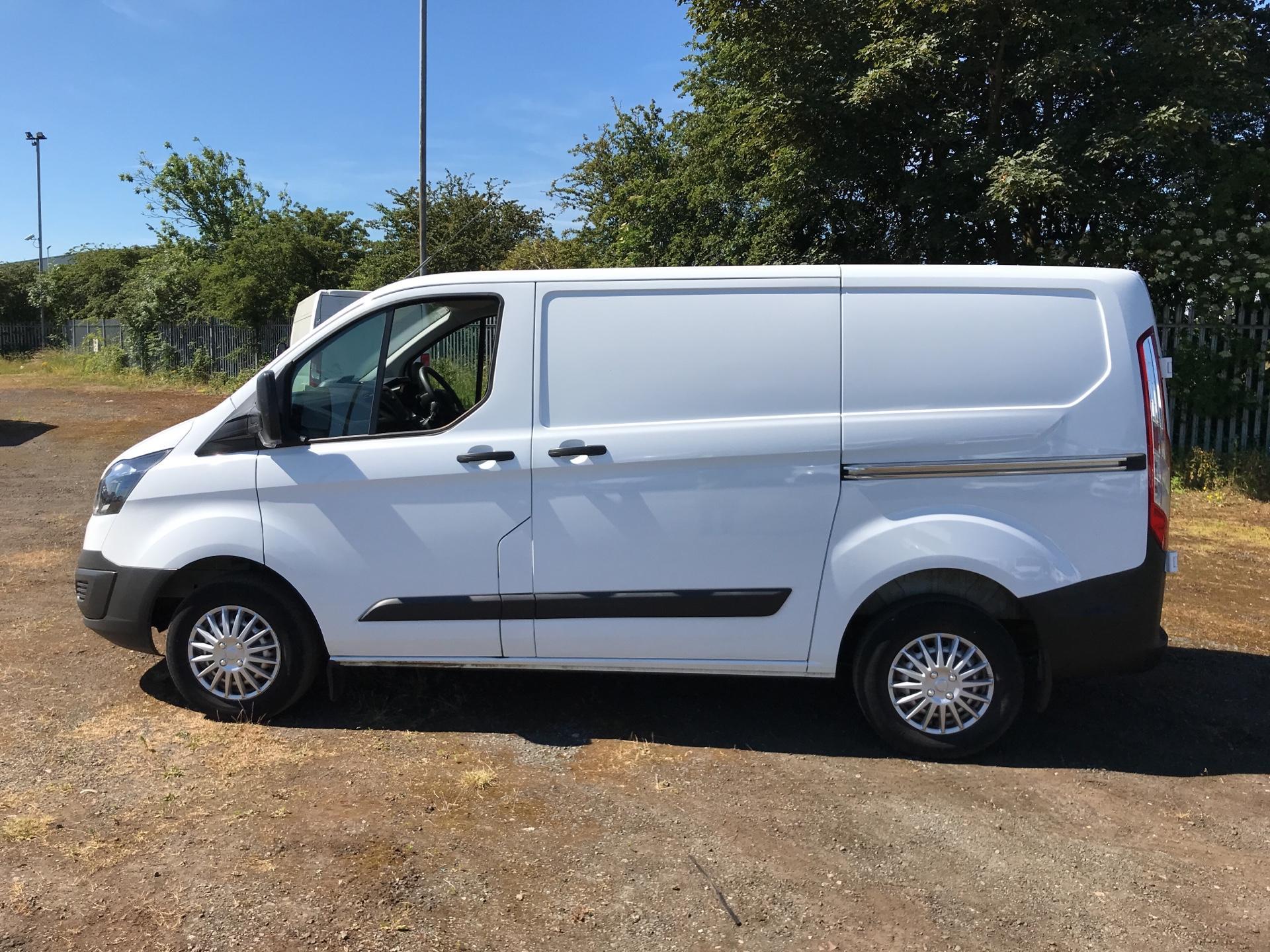 2014 Ford Transit Custom 270 L1 DIESEL FWD 2.2 Tdci 100Ps Low Roof Van EURO 5 (SG64ZHB) Image 6